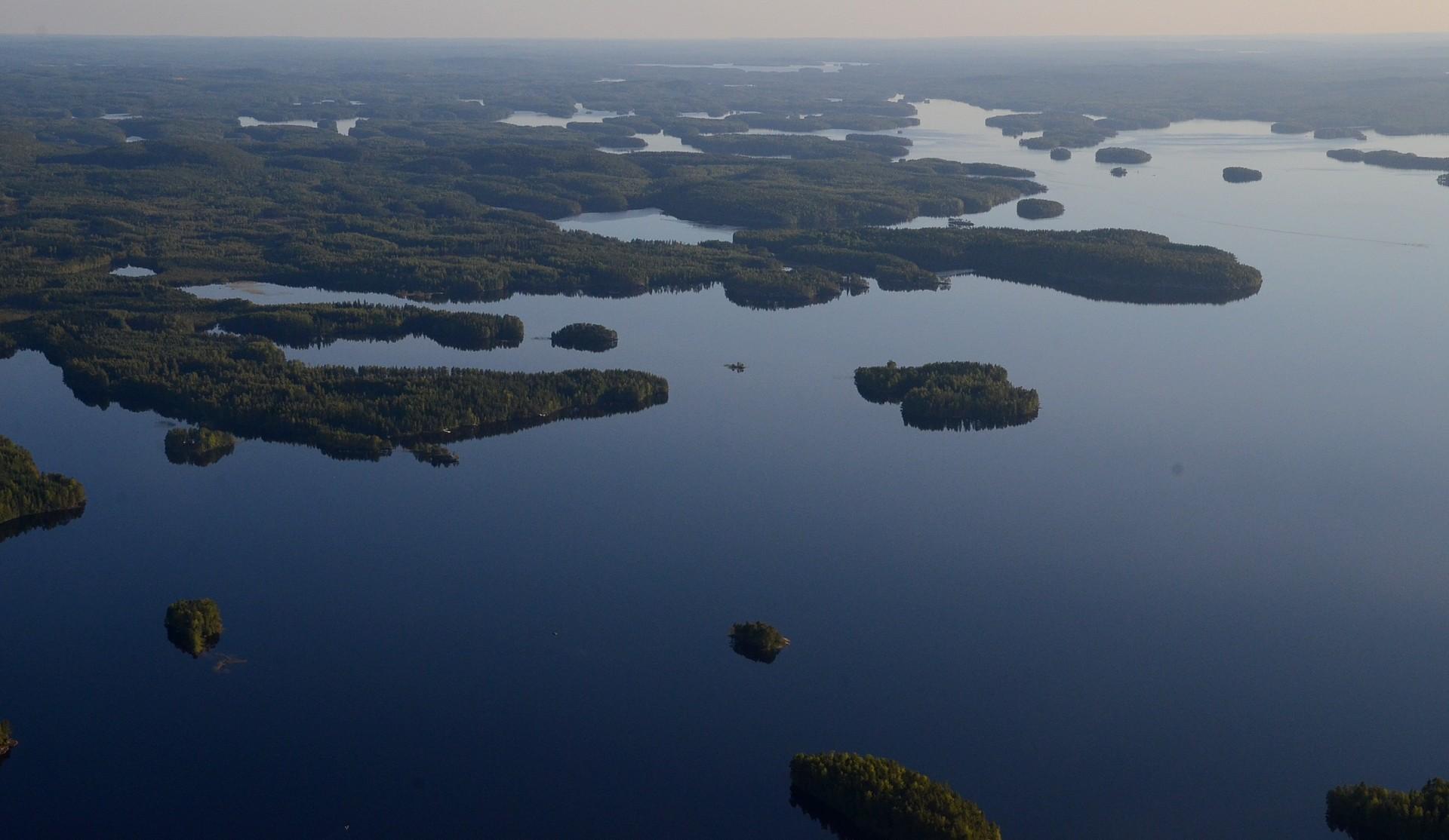 Etelä-Konneveden aluetta järven Itäisellä laidalla.