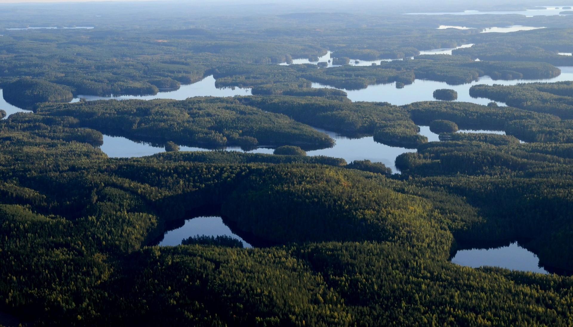 Kalajanvuori (210.8m) ja sen takana Kalajanjärvi