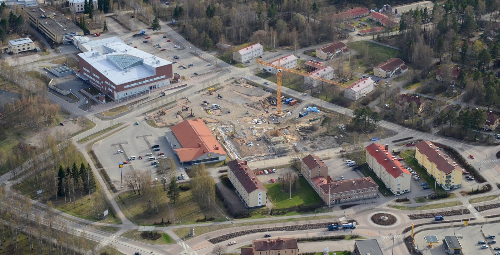 Kylälläkin tapahtuu, koulun rakennustyömaa.