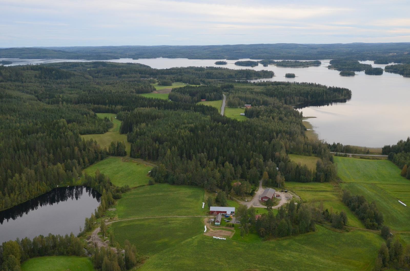 Oikealla Muuratjärven Mellerinlahti.