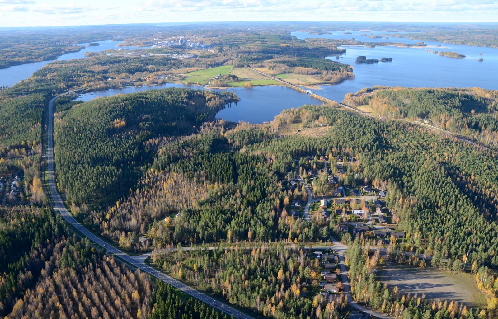 Näkymä Suolahden teollisuusalueen päältä katsottuna