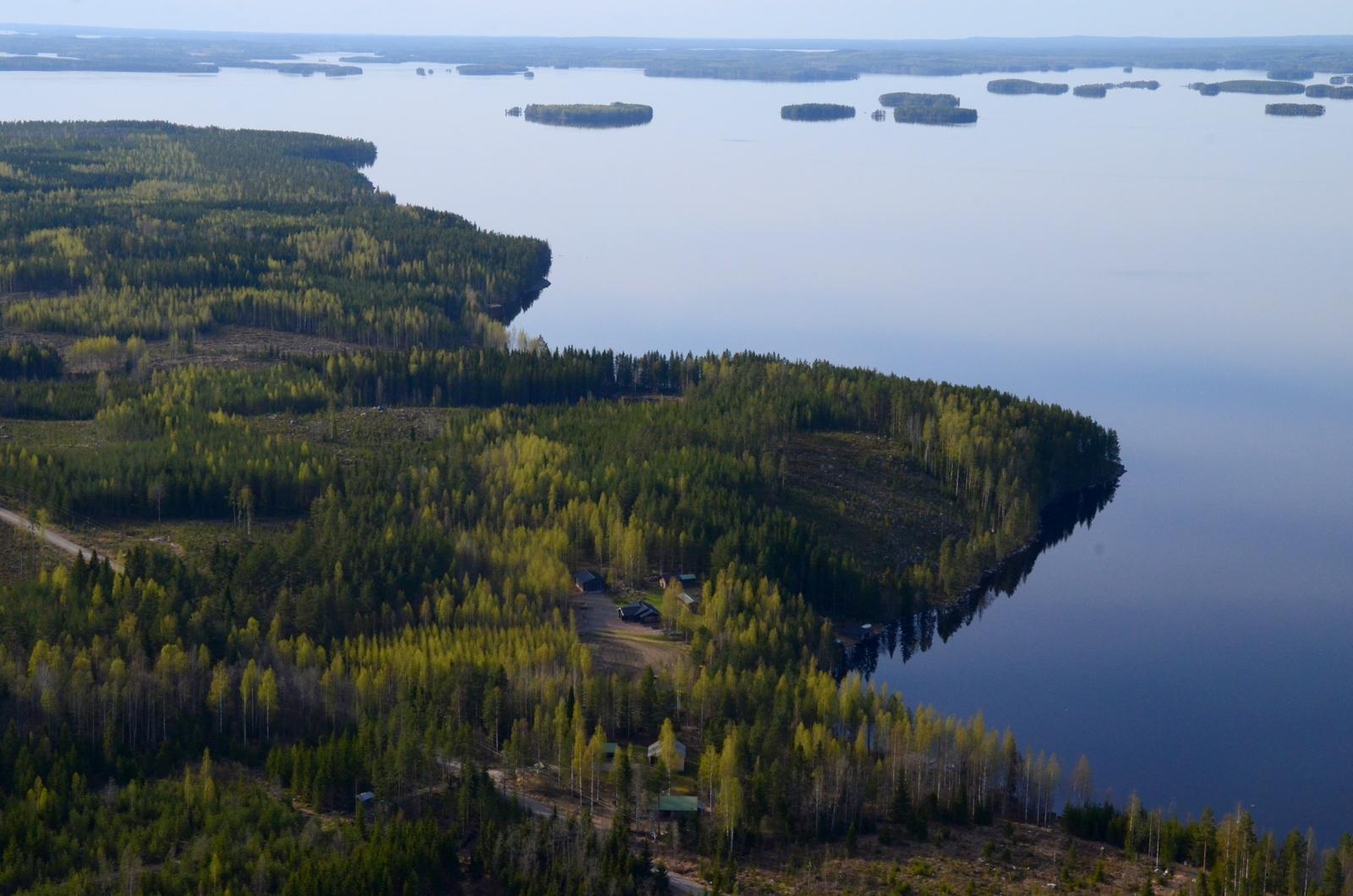 Lähimpänä Torisevanlahti, rantuus on Houninniemeä.