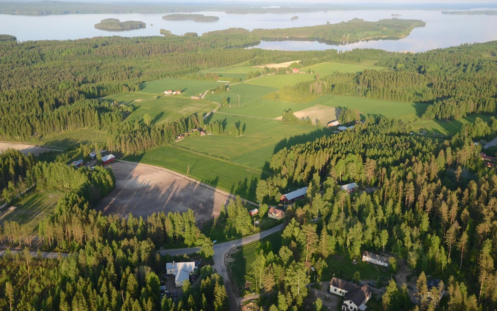 """Tällä kylällä on lapsuutensa viettänyt """"blogitoveri"""" Seppo Närhi."""