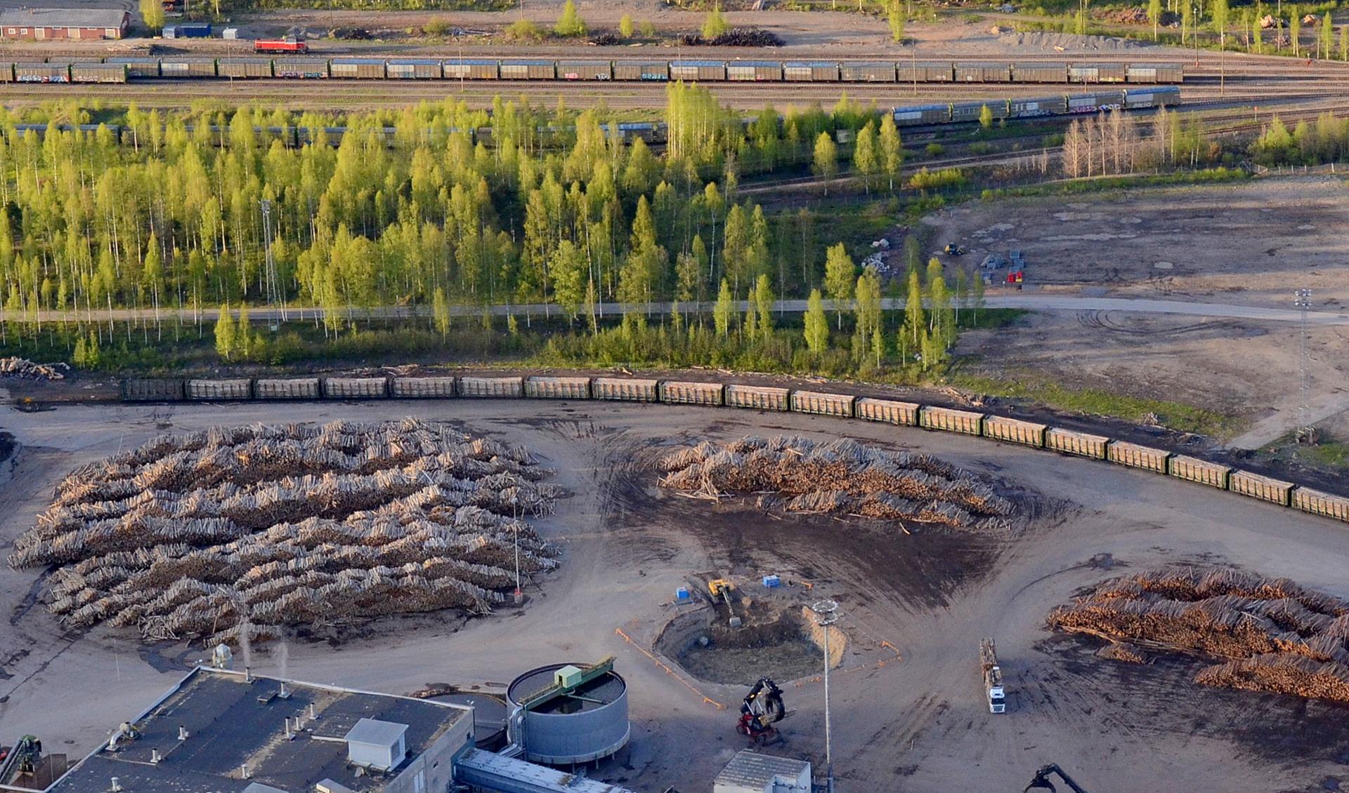 20.5.2015 Ensimmäisen rakennelman (soodakattilan savupiippu) perustuksen kuopan kaivu aloitettu