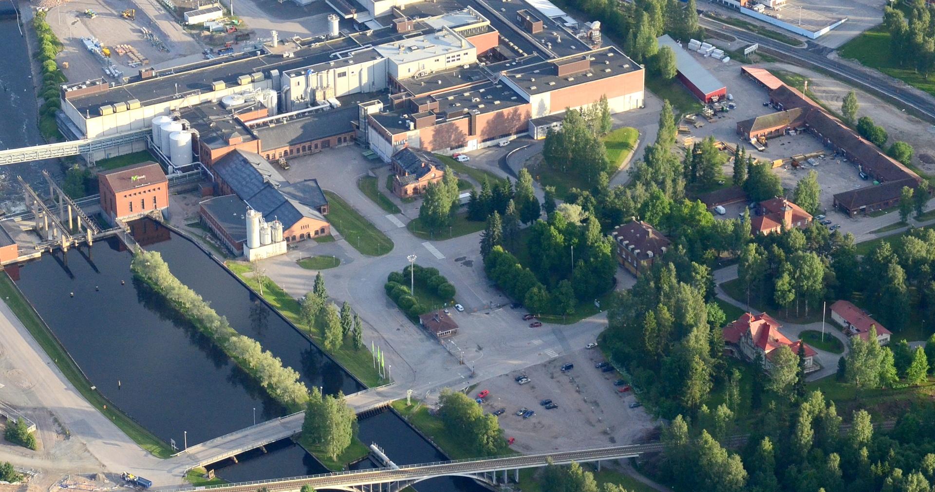 2016-06-28 Vanhat autokorjaamon rakennukset vielä pystyssä oikealla.