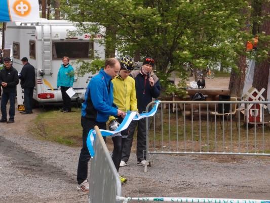 Radan avasivat kaupunginjohtaja Janne Kinnunen ja radan suunnittelija Toni Tähti