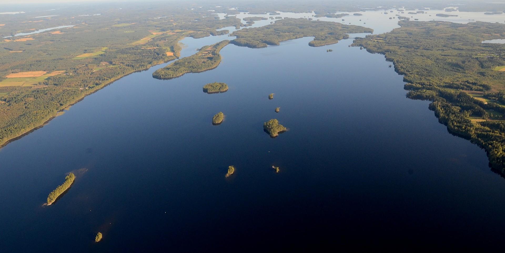 Pohjois- ja Etelä-Konneveden jakavat Kivisalmi ja Säkinsalmi