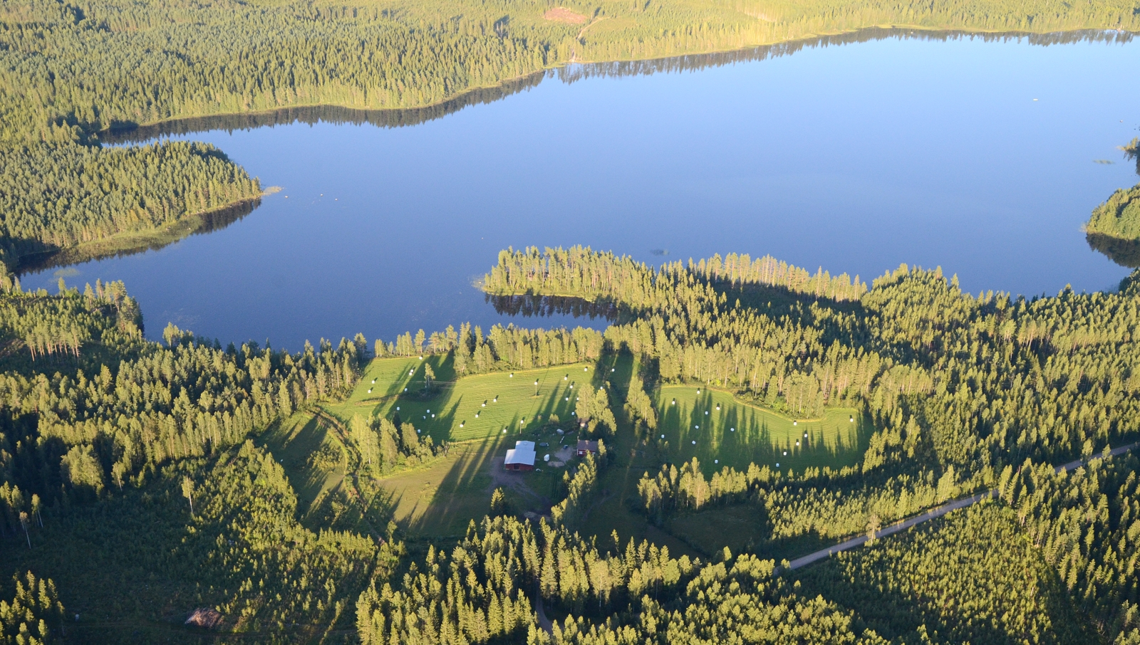 Ristijärvi jonka myös halkaisee raja Vesannon kanssa