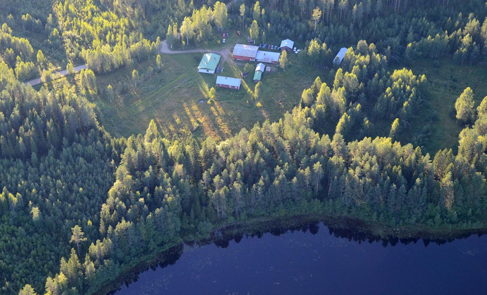 Sarpanen Sarpajärven rannalla Peleskylällä