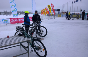 Finland Ice Marathon 2016: Pertti Ruuska ja Petri Kuntsi hieromassa kisataktiikkaa (Kuva: Seija Ruuska 2016)