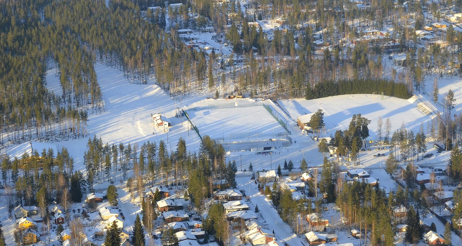 Liikuntapuisto jossa vasta nuorten hiihdon SM-kisat.