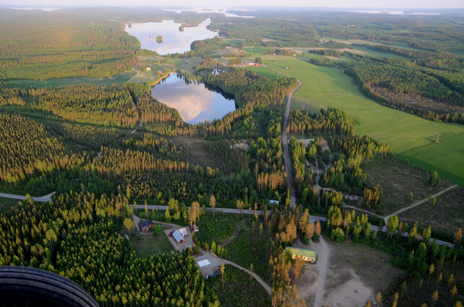 Ahvenisen kylää ja Purontauslampi.