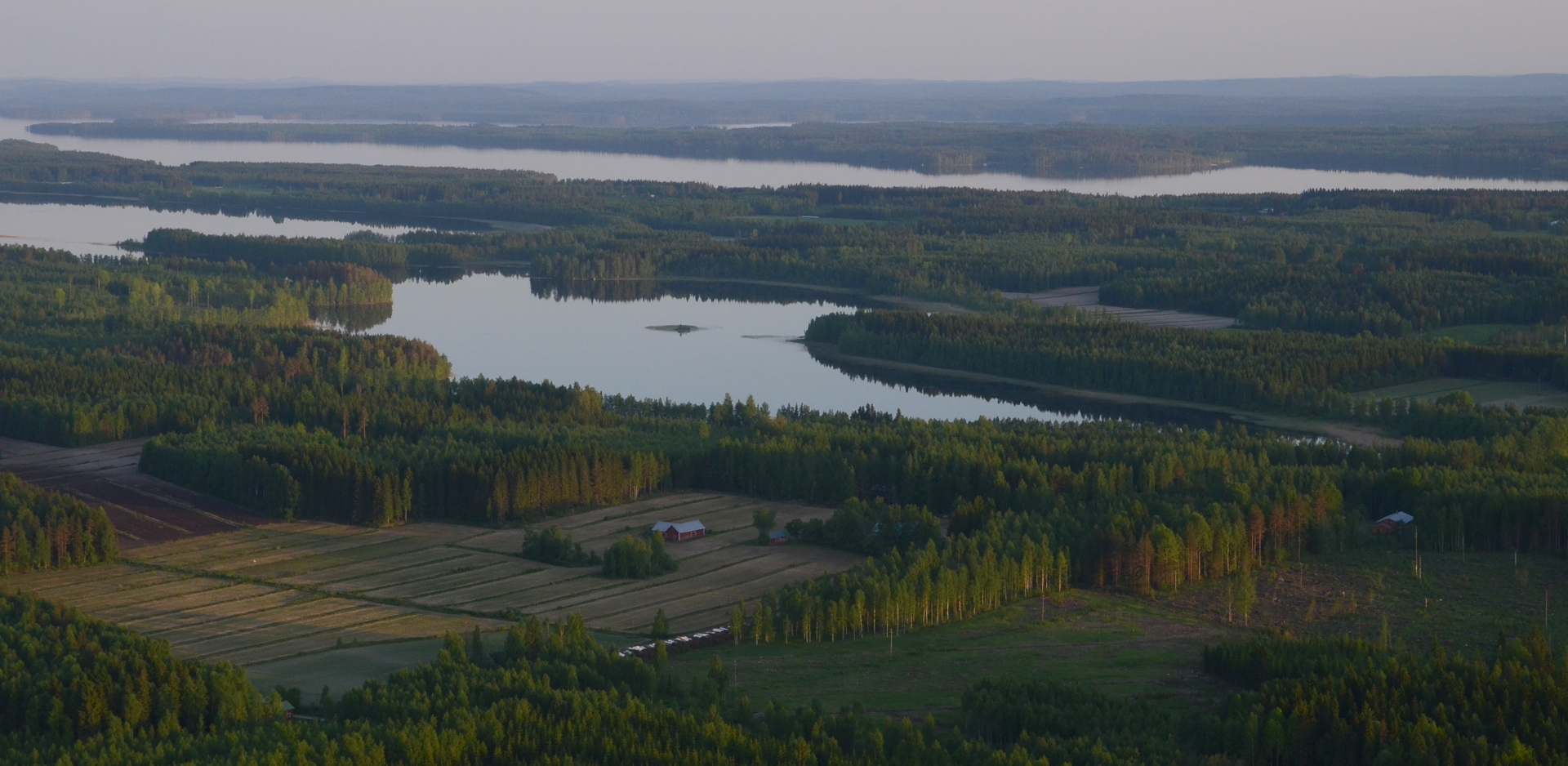 Taikkokylän kulmilta näkymä Horonjärvelle, taaempana Keiteleen selkää.