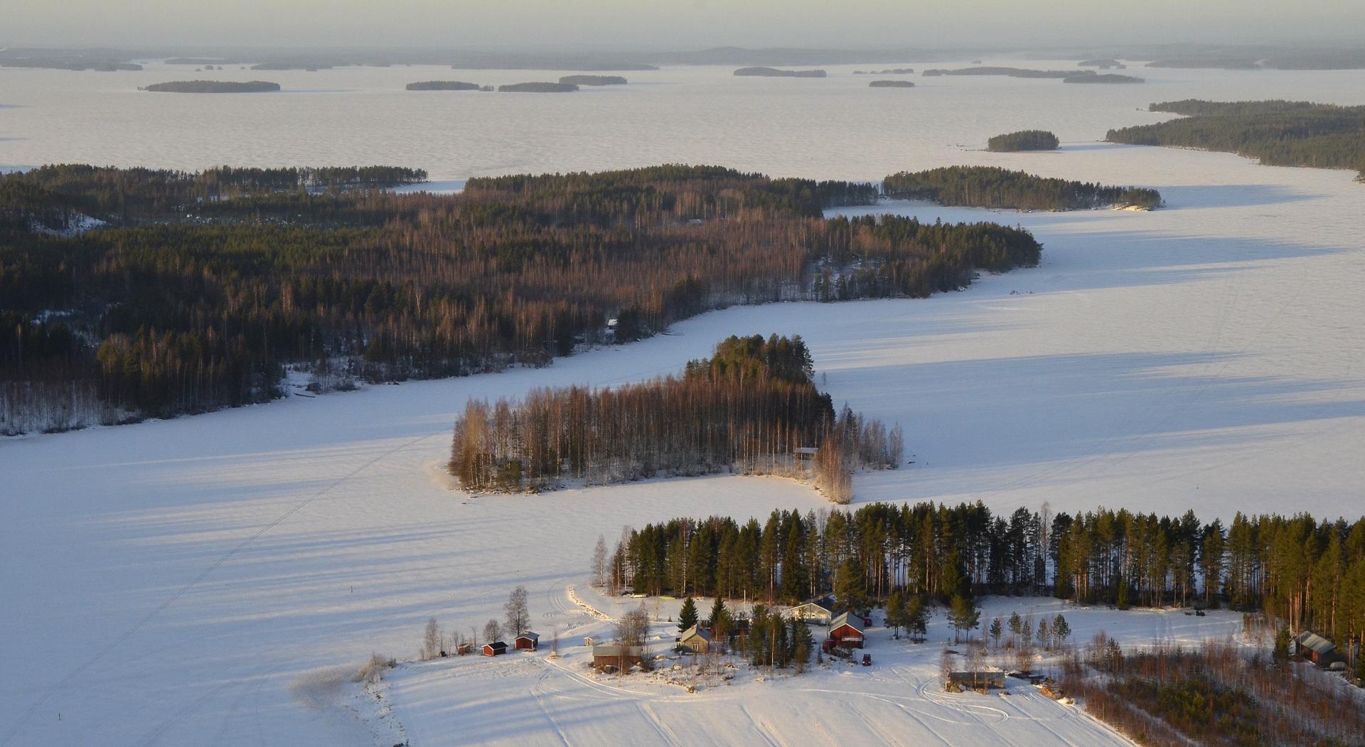 Vilkaisu Kuhalankylän päältä Kirjakanselän yli Kolimalle.