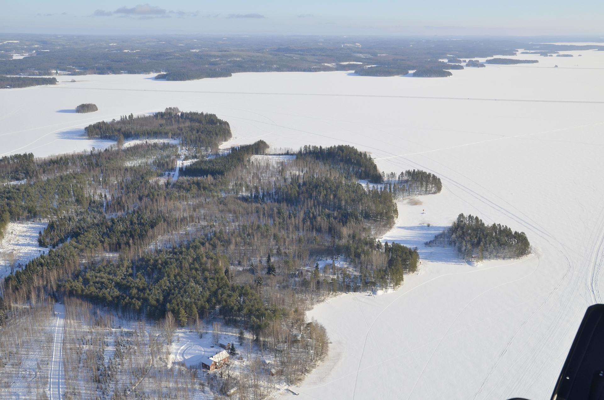 Vermatsaaren eteläkärki. Selän halki johtaa Kymön jäätie.