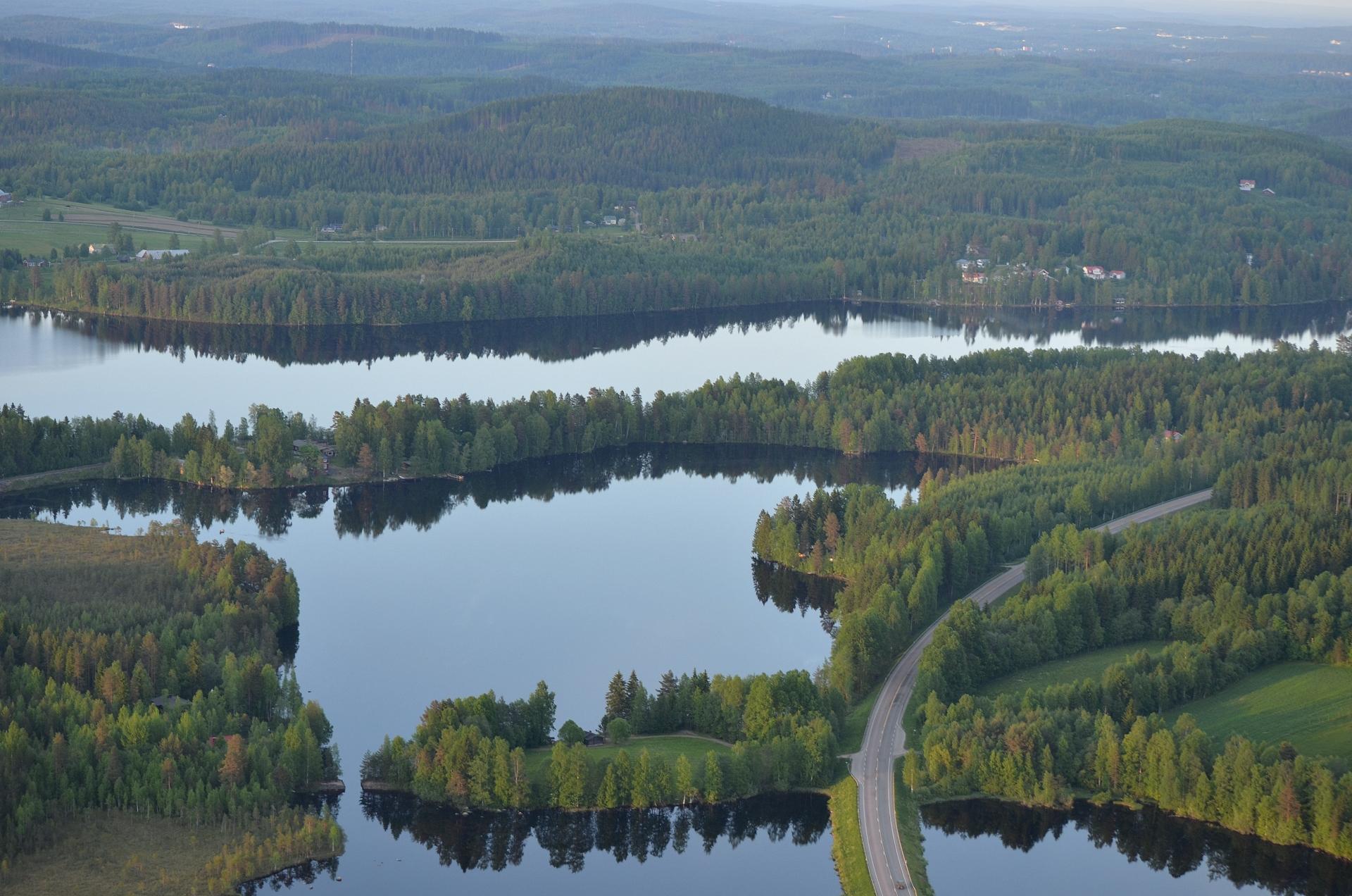 Keskellä Väli-Vesankajärvi.