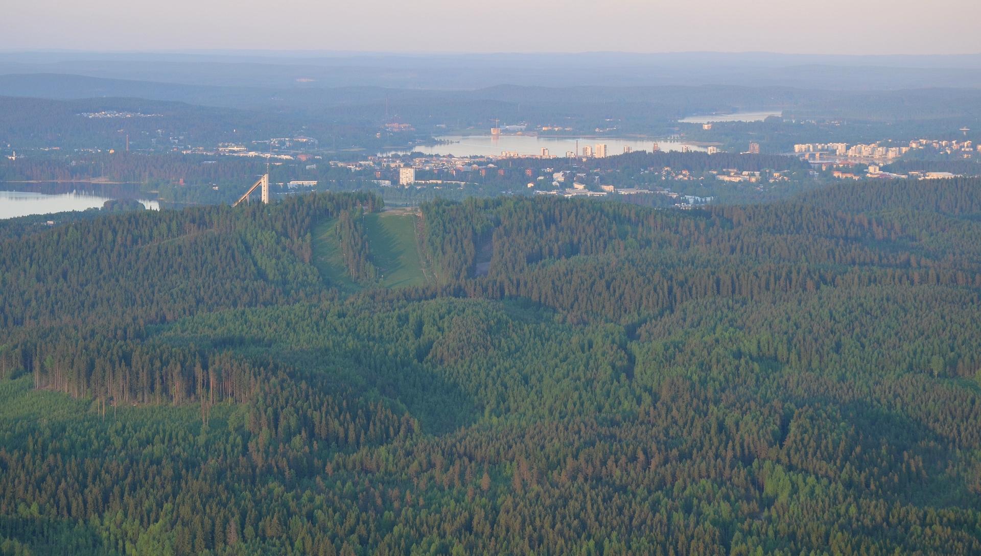 """Laajavuoren """"takana"""" on vielä metsiä."""