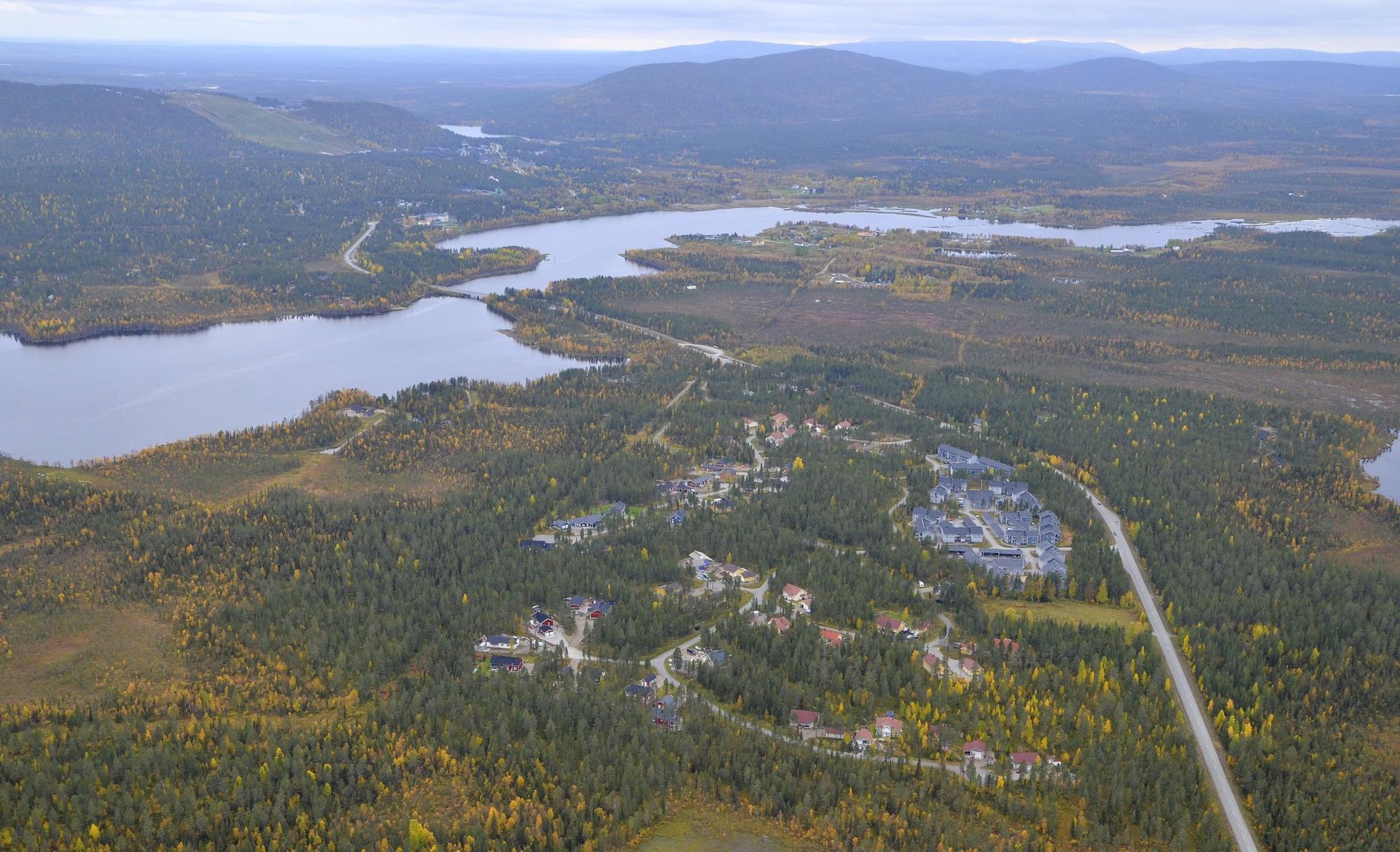 Vasemmalla Levijärvi, kylä lähimpänä on Rova.