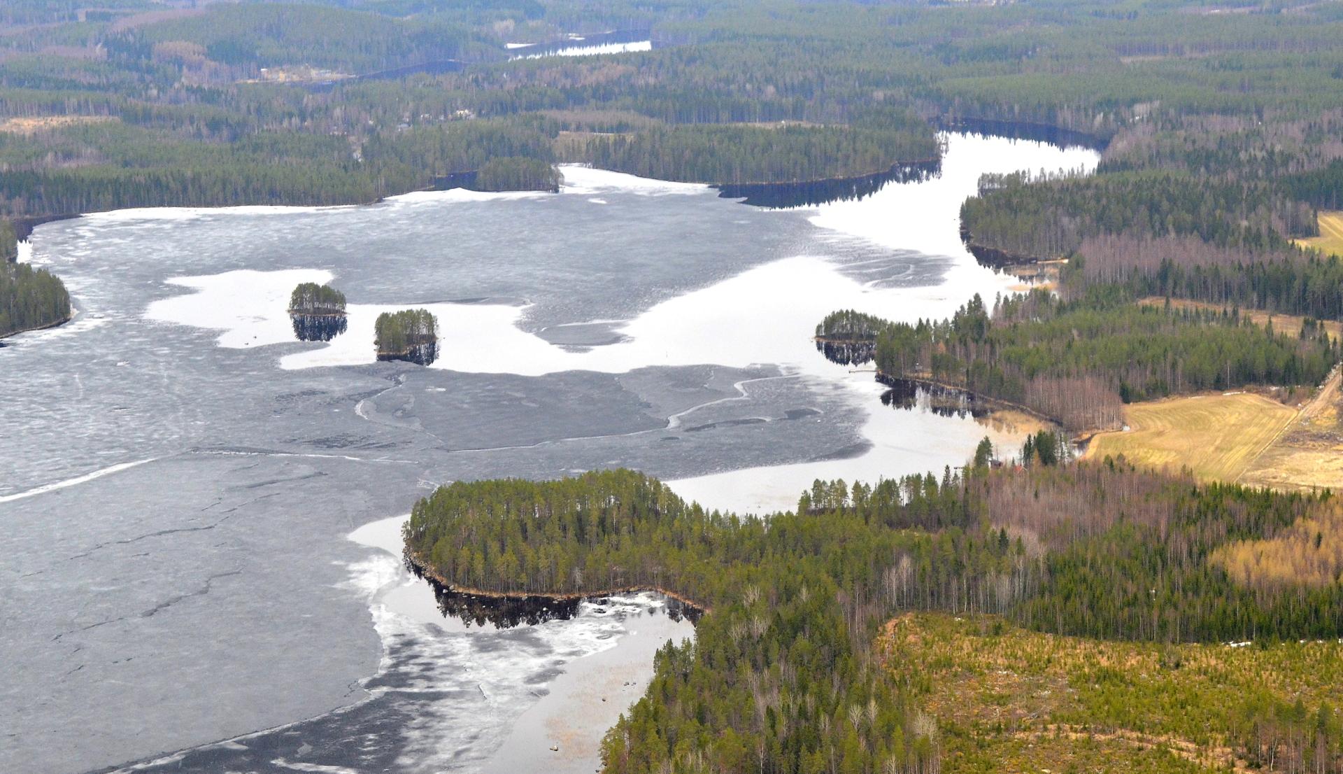 18.5 Koliman lahti Kärnän kupeella. Tuolta lahdesta vedet virtaa Kärnä-Kymön koskireittiä keiteleeseen.
