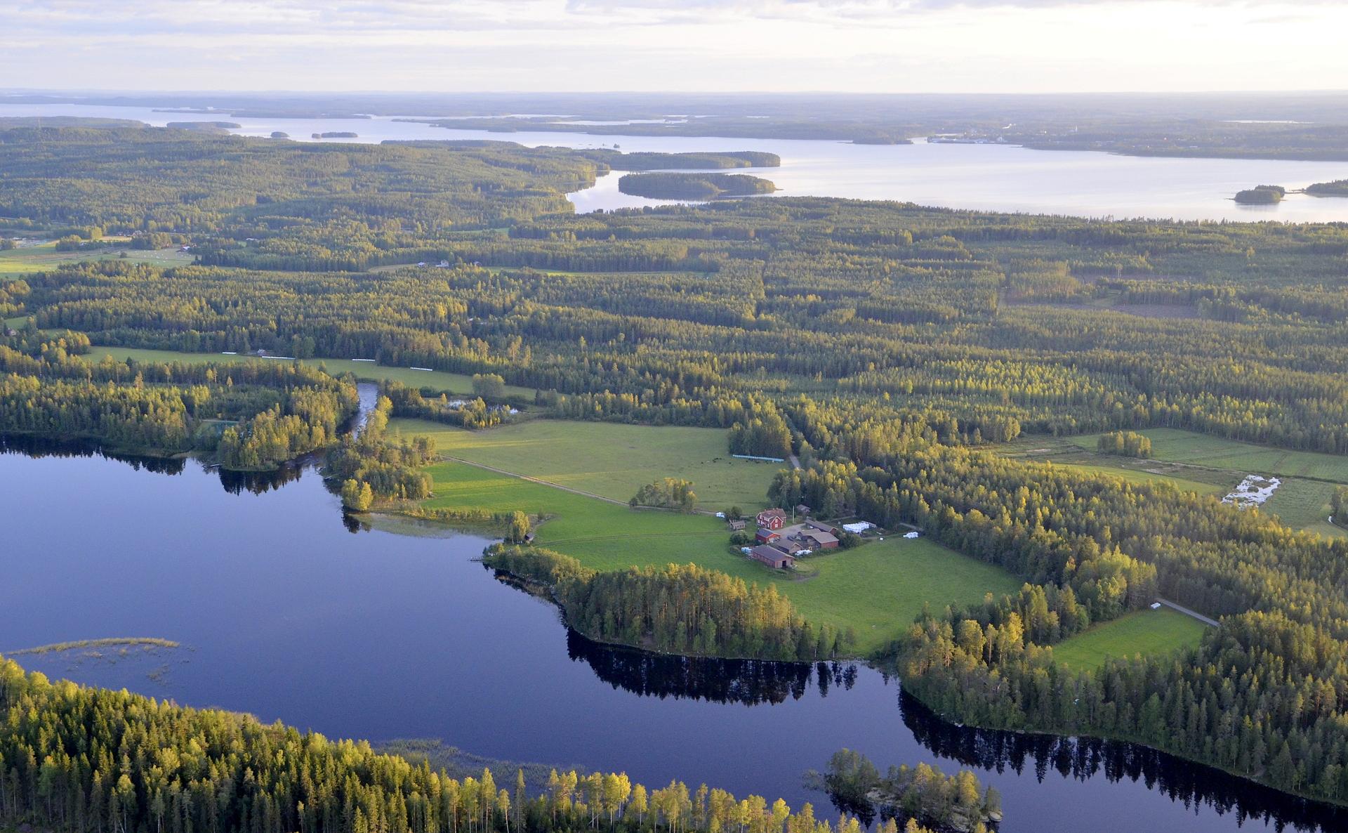 Leppänen ja Leppäsenkoski, taustalla Kymönselkä.