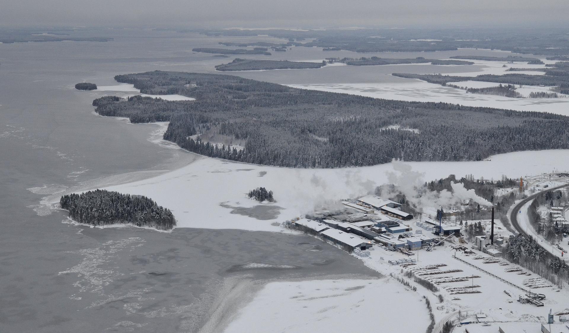 Suovanselällä pari pientä sulaa kaistaletta, muuten jäässä 17.12.2017