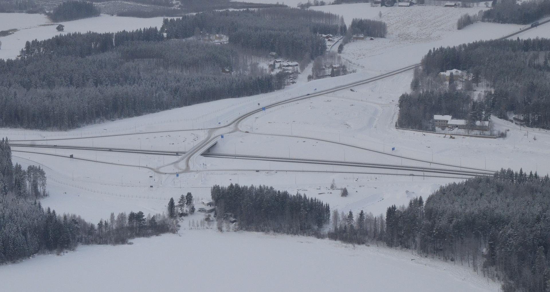 Lumi paljastaa uusia ajolinjoja:)