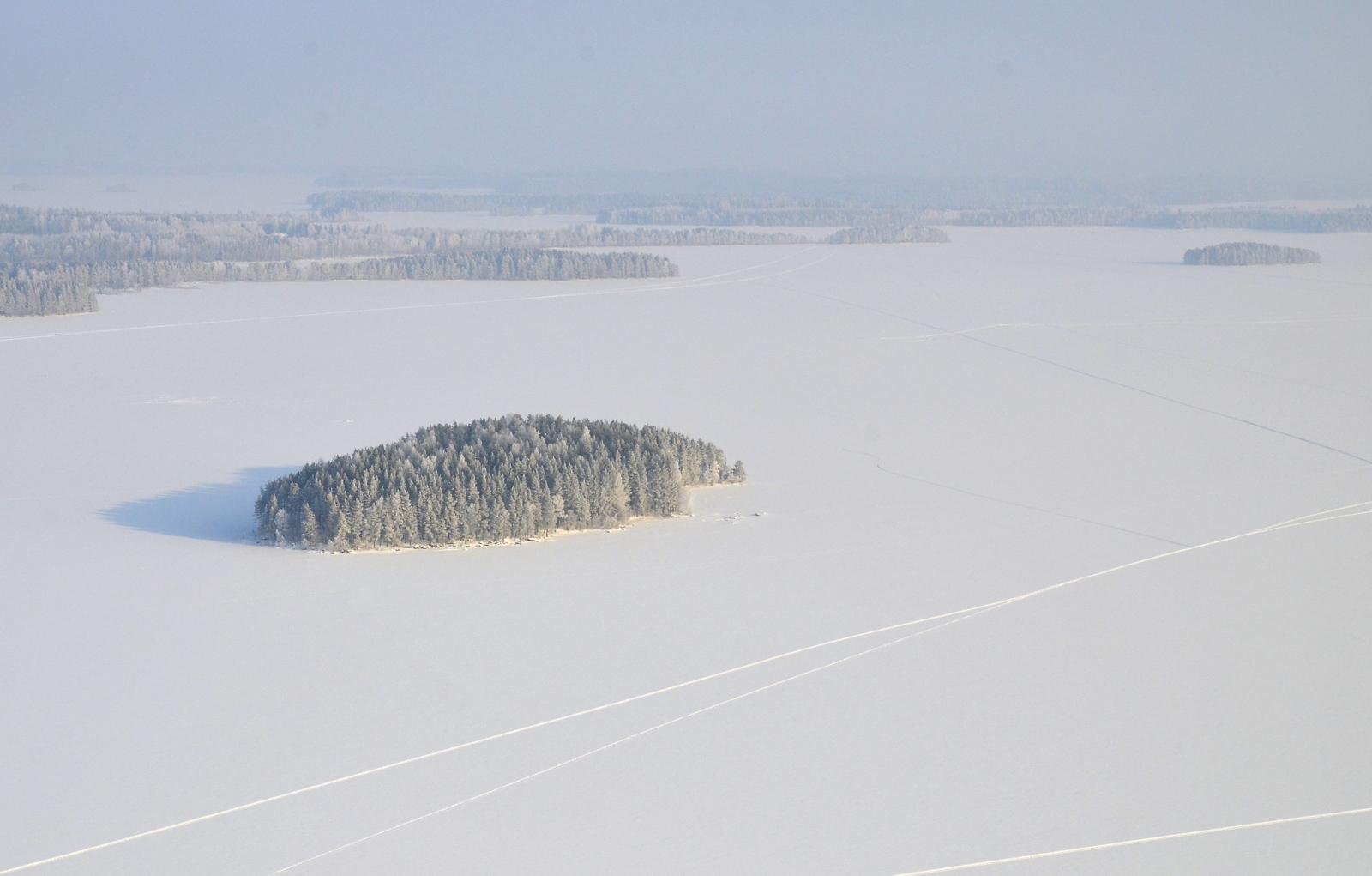 Siinä se on, saari joka on kovinkin kuuluisa Akseli Gallen-Kallelan maalauksista.