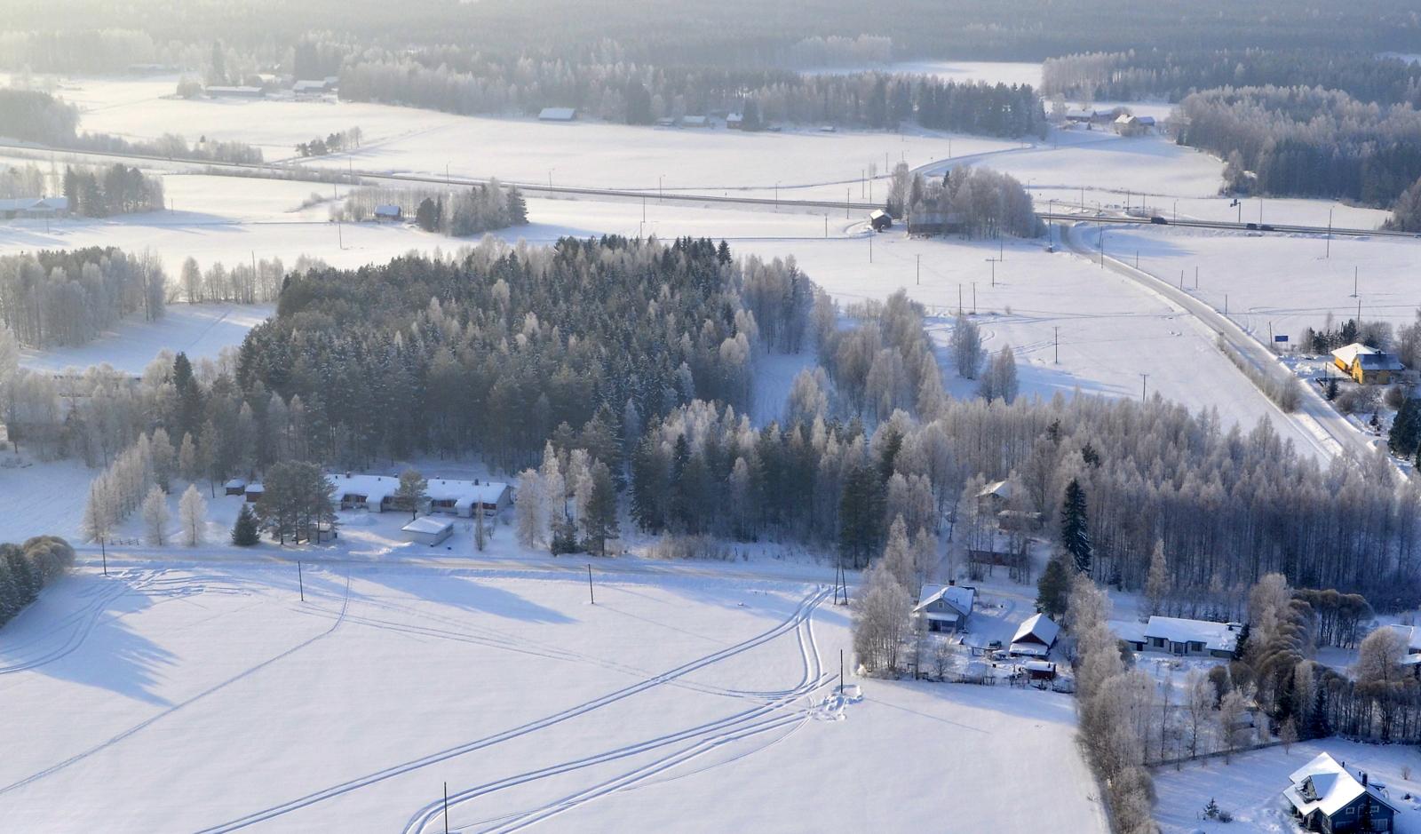 Tuleekohan tänne Liimattalaan uusi tuulimyllypuisto? no ei mutta Suviseurat 2018 tarvitsee kuitenkin paljon virtaa ja pylväitä sähköjohdoille.