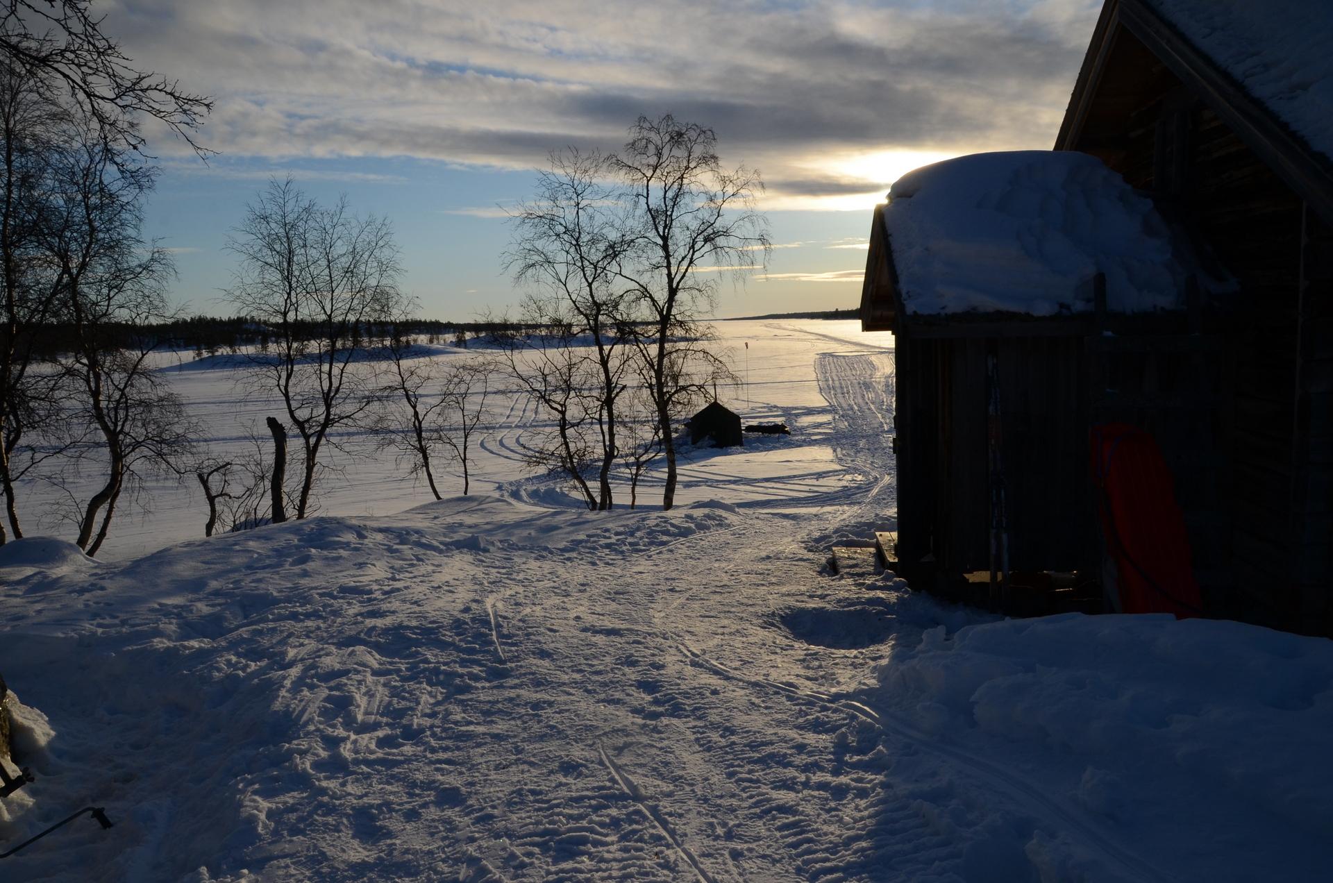 Hieno ilta auringon laskiessa. Tämän kämpän pysähdys oli reissun kohokohta kaikkine tapahtumineen.