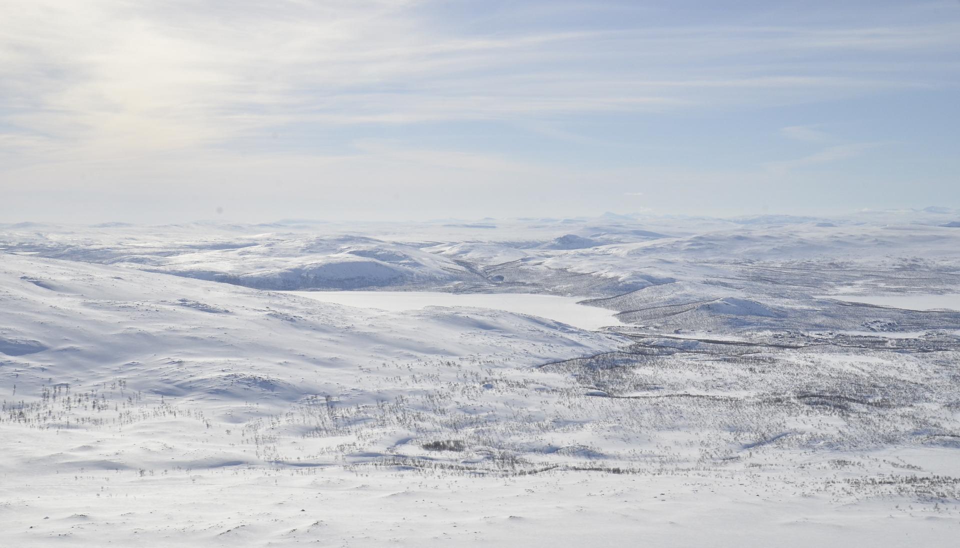 Kuvassa Ala-Kilpisjärvi, oikealla Kilpisjärvi.