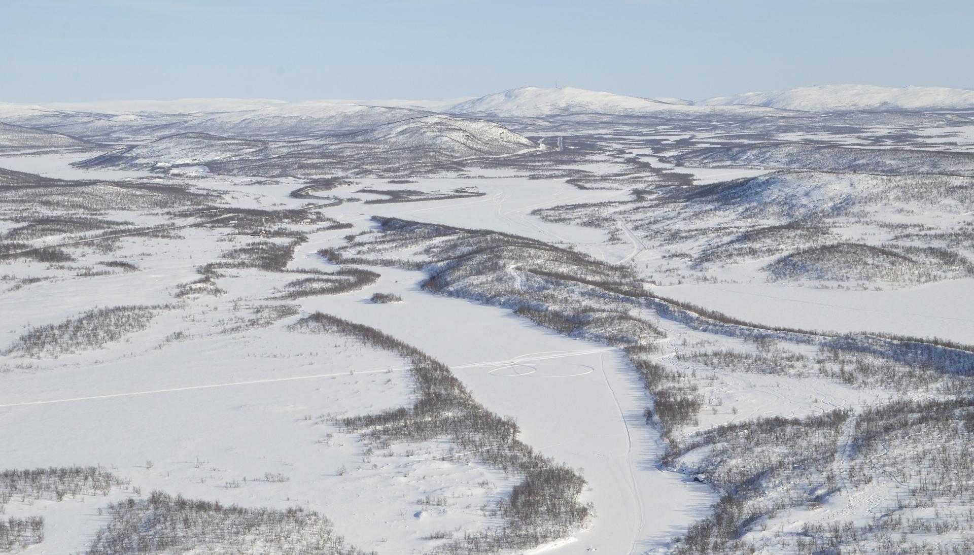 Suomen ja Ruotsin raja seuraa osittain jokiuomaa, mutta ei joka kohdassa.