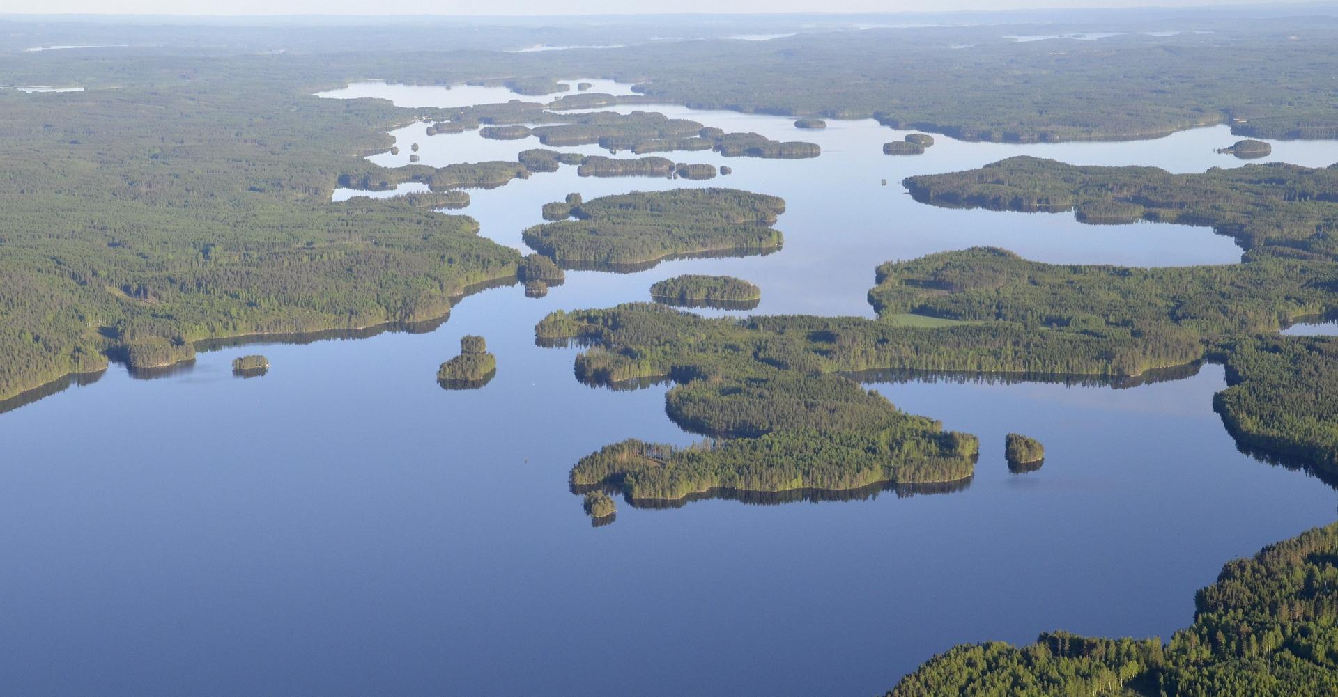 Ala-Keiteleen Härkinselkää. Sumiaisten kk. tuolla vasemmalla rannikolla.