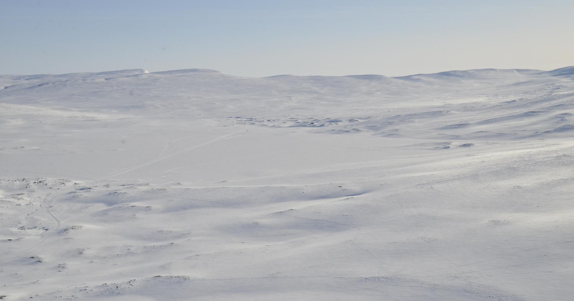 Saarijärvi joka pääosin Norjan puolella ja siksi kierrettävä tuolta oikean kautta.