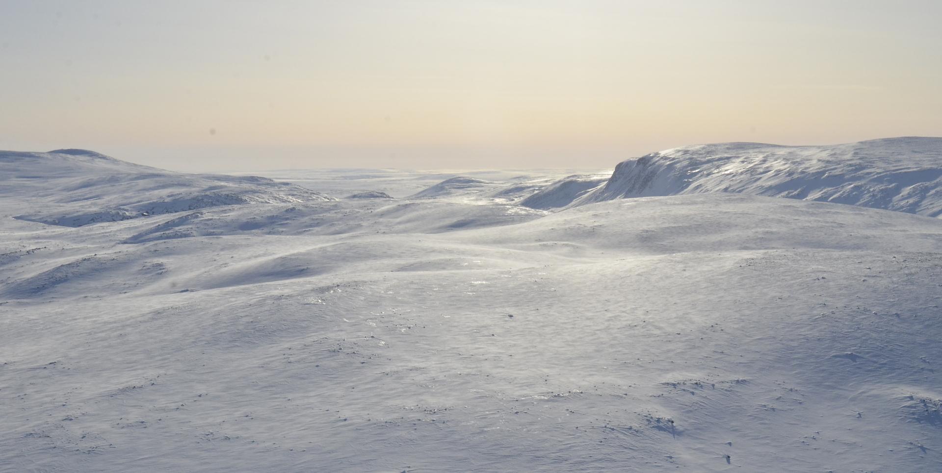 Termisjärven kanjoni jää menosuunnassa oikealle.