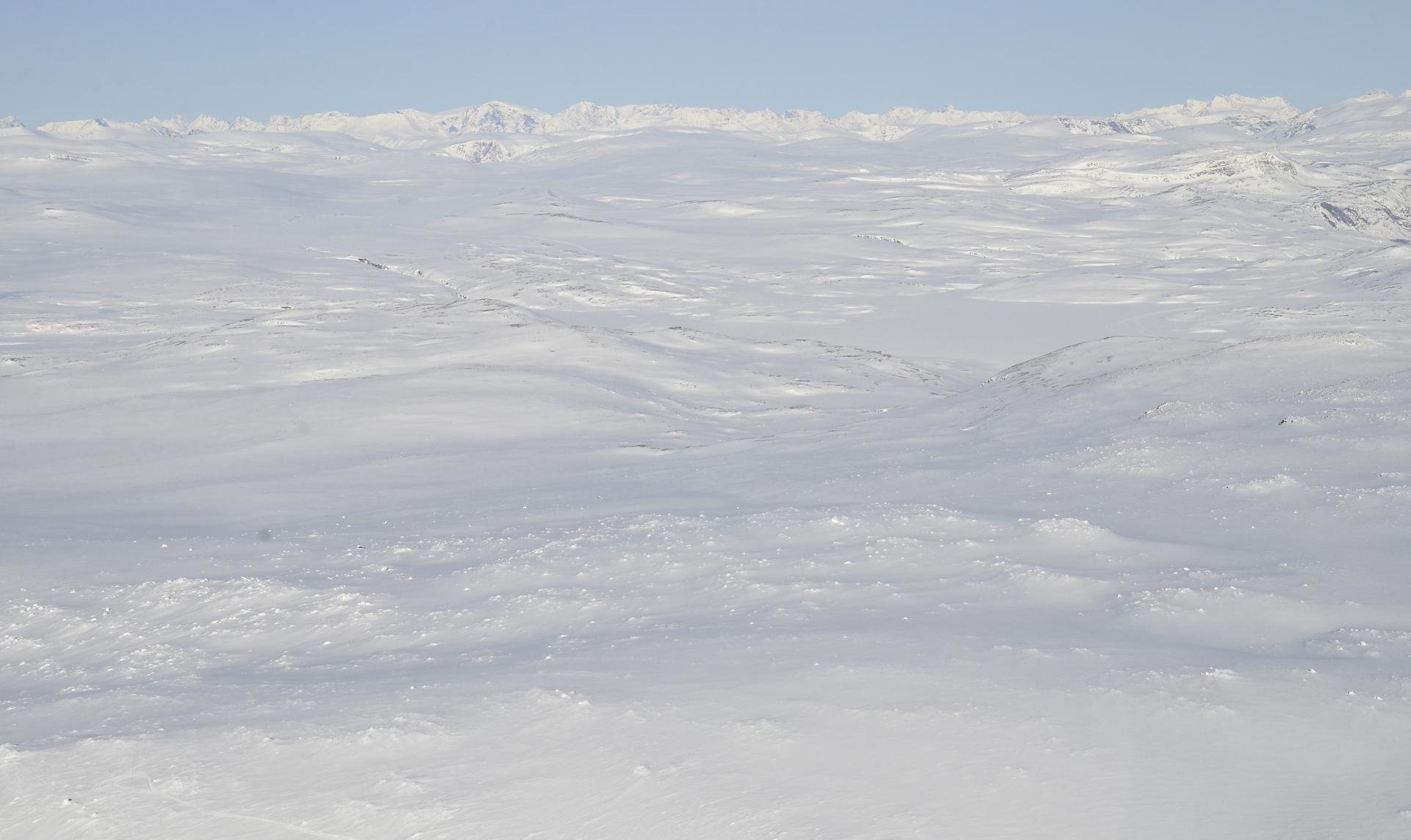 Näkymä huipun päältä Norjan suuntaan.
