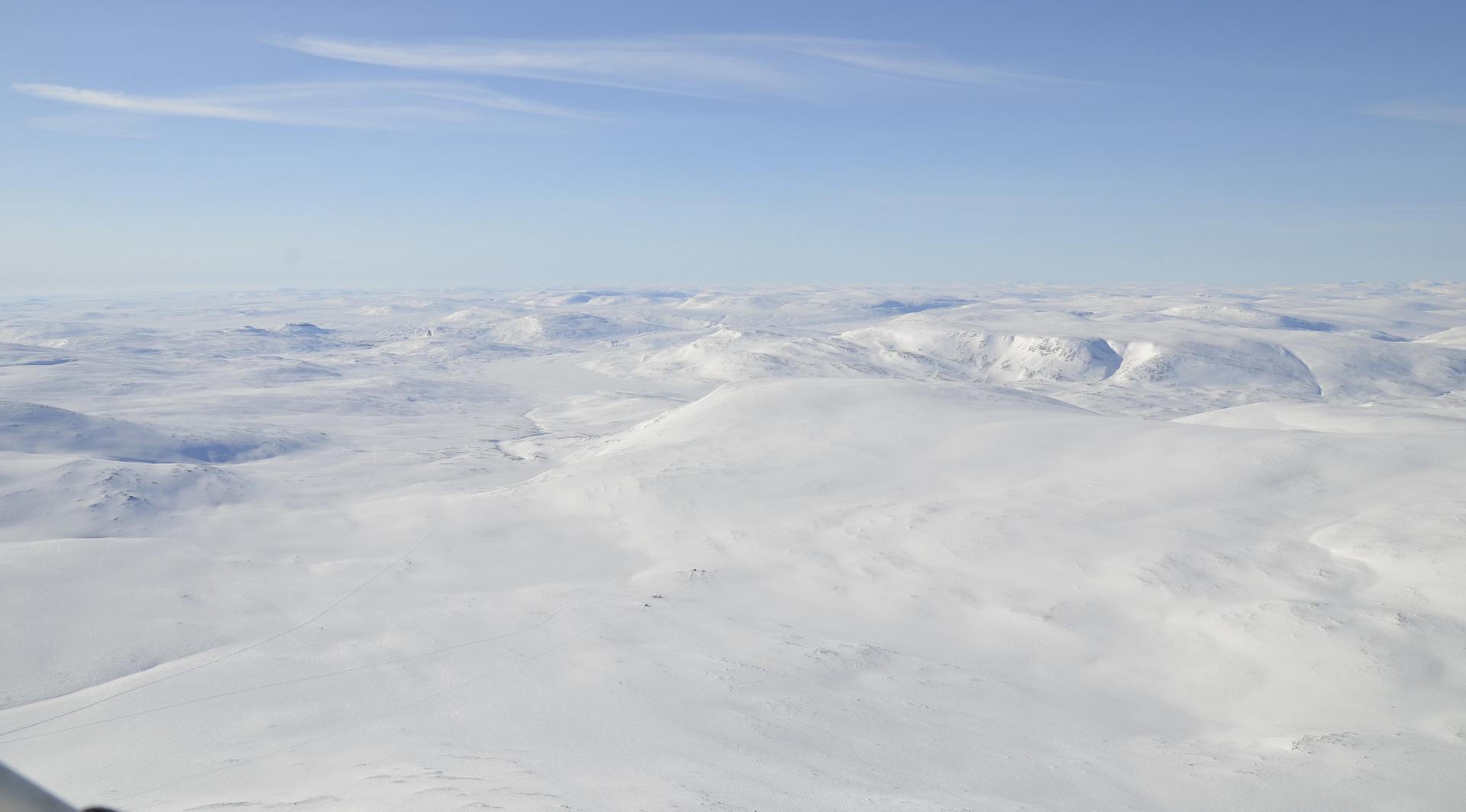 Seuraavaksi lento paluureitin suuntaan tuonne Pitsusjärvelle Rautuja onkimaan.