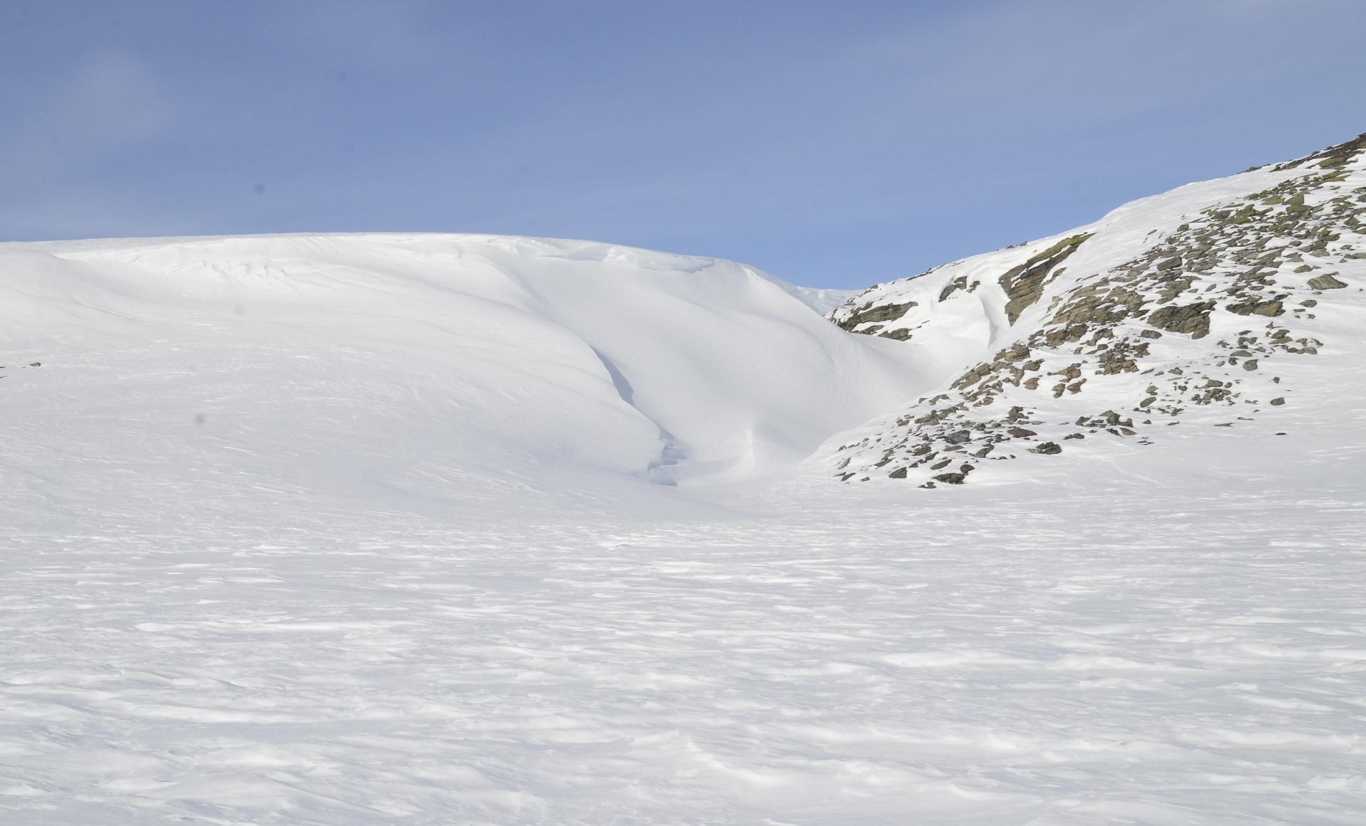 Paluumatkalla Somasjärveltä kytkettiin trike hinaukseen ja palattiin vielä onkimaan Pitsusjärvelle. Tuossa kanjonissa saattaa olla paksusti lunta:)