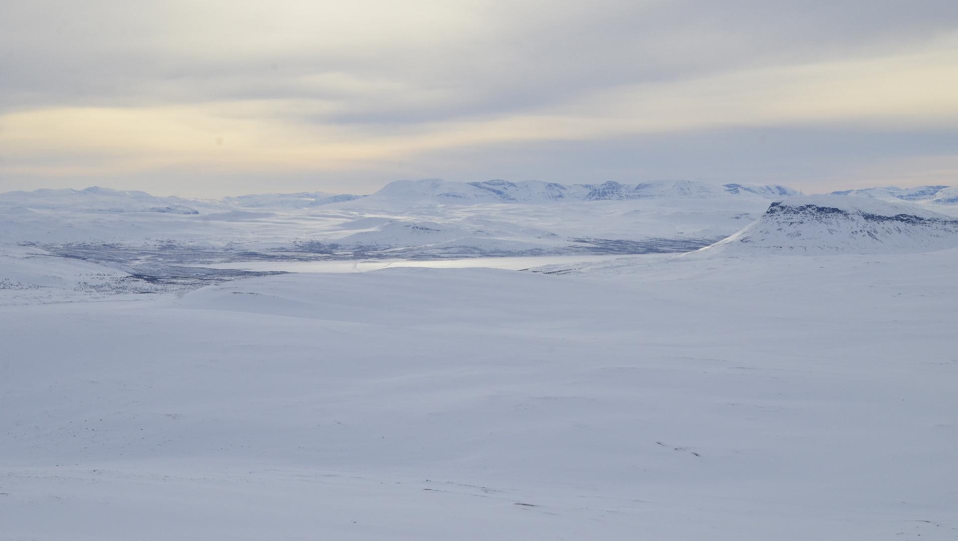 Kilpisjärvi, Saana oikealla.