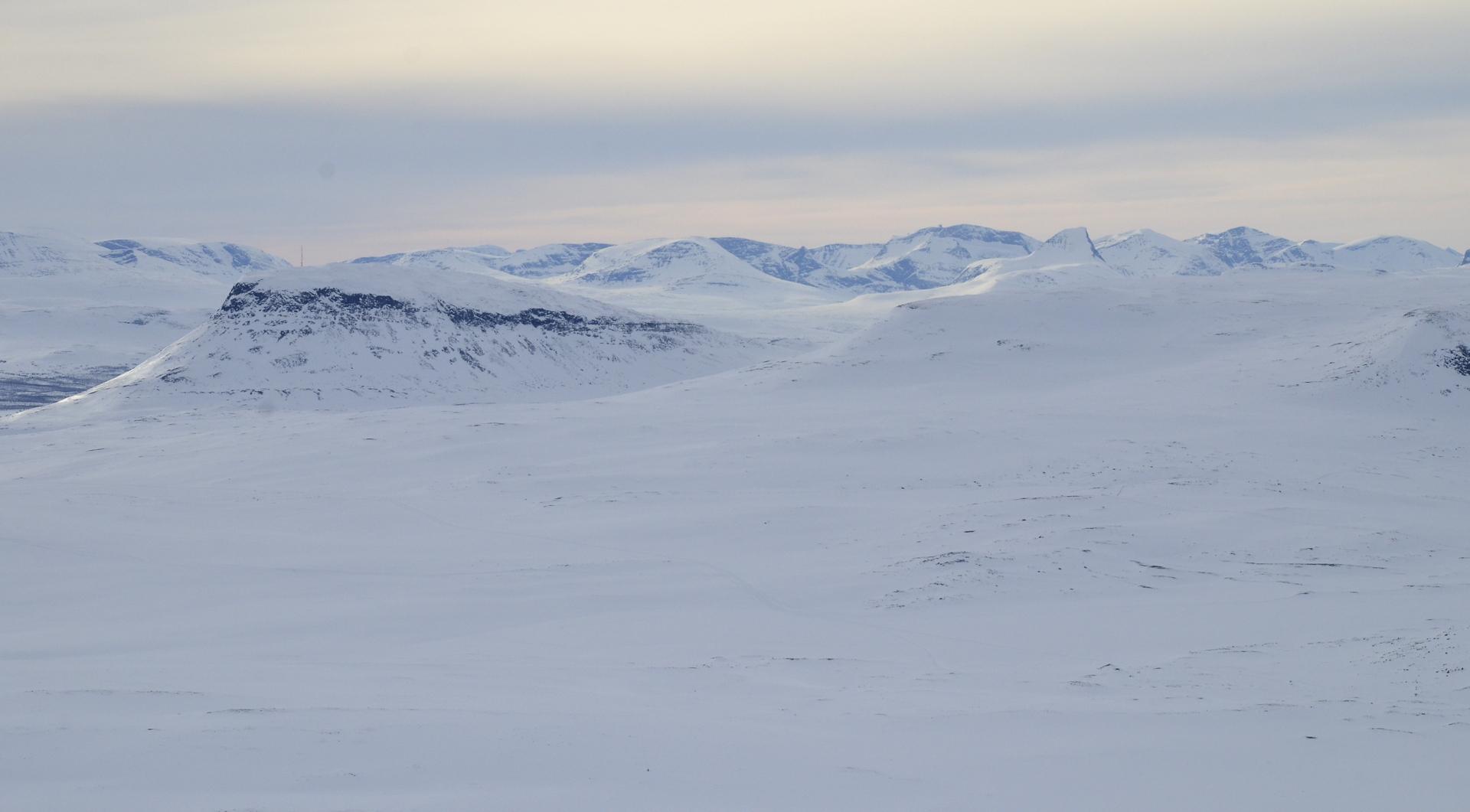 Taustalla Norjan vuoristoa.