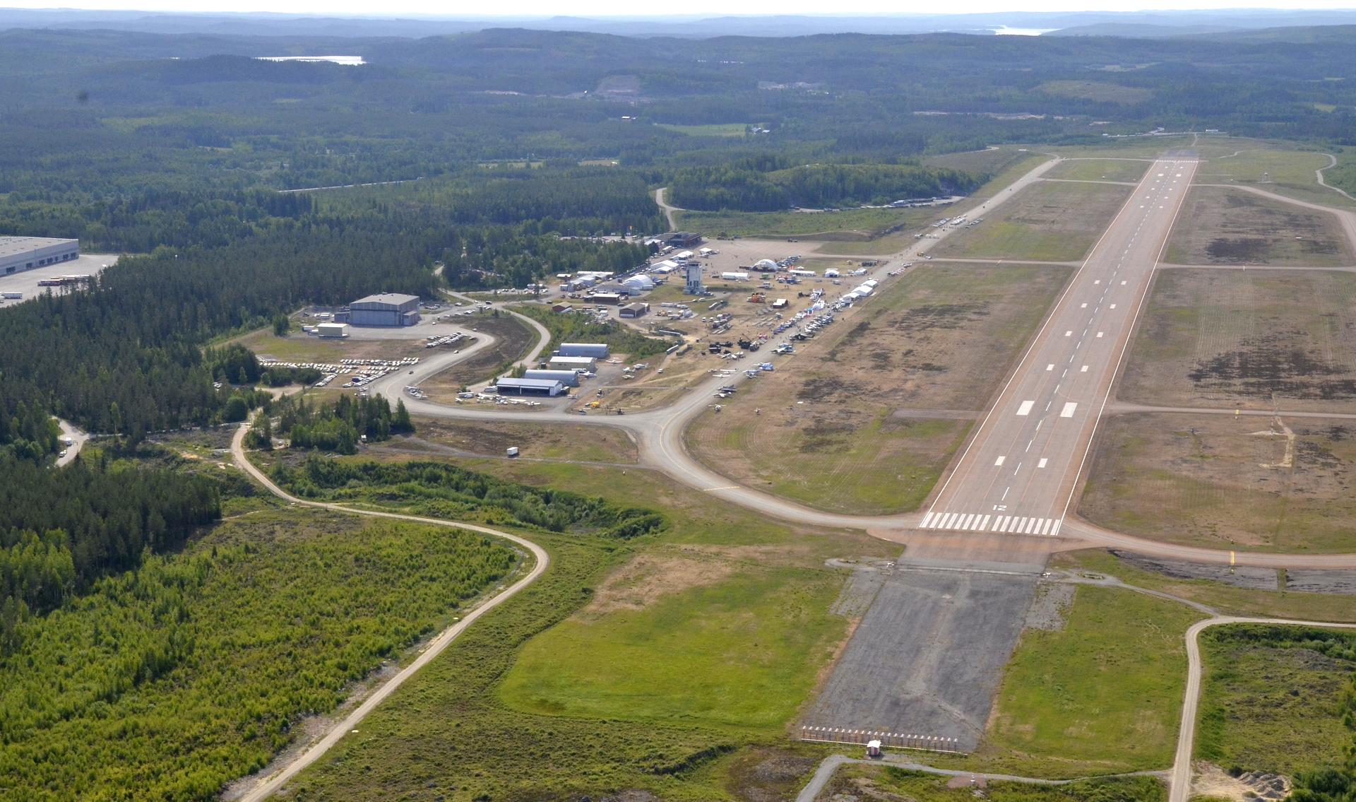 Minulla ja Kokkosen Jarilla oli kunnia lentää Ilmavoimat 100v juhlassa Tikkakoskella harrasteilmailun osiossa.