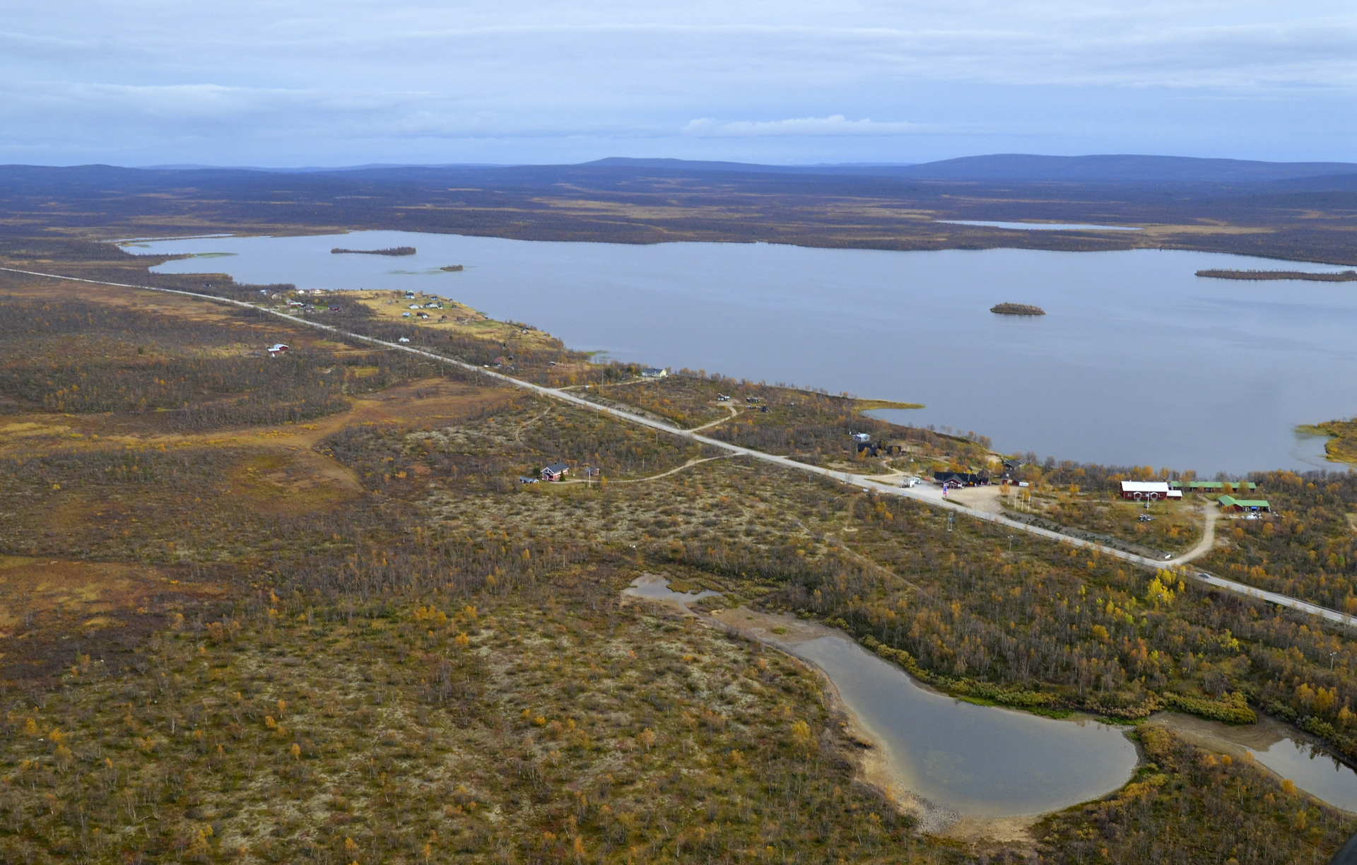 Palojärvi ja sen rannassa Galdotievan retkipaikka.