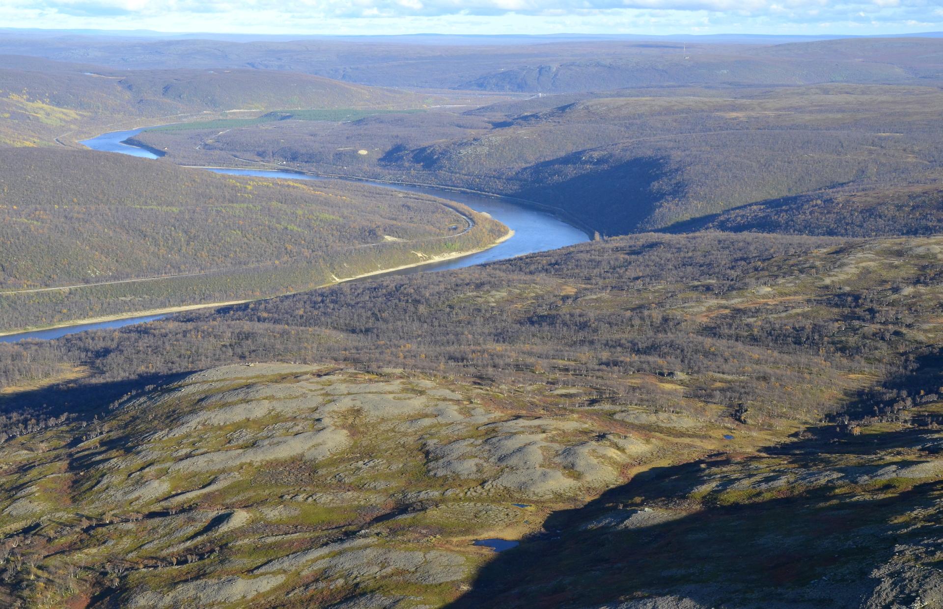 Utsjoen silta jo näkyy ja Ailegas.