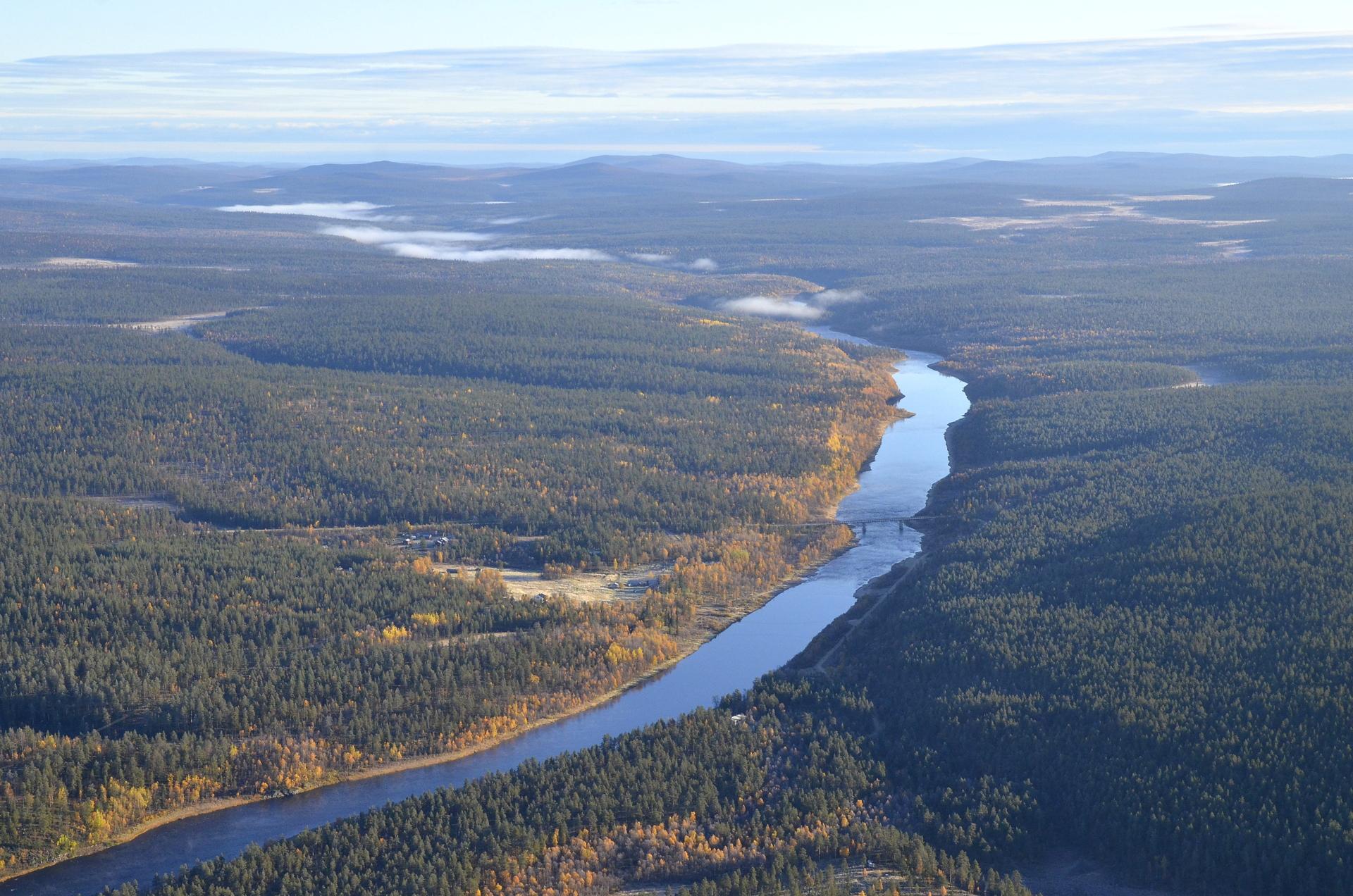 Kutturankylä ja Ivalojoki alajuoksun suuntaan.
