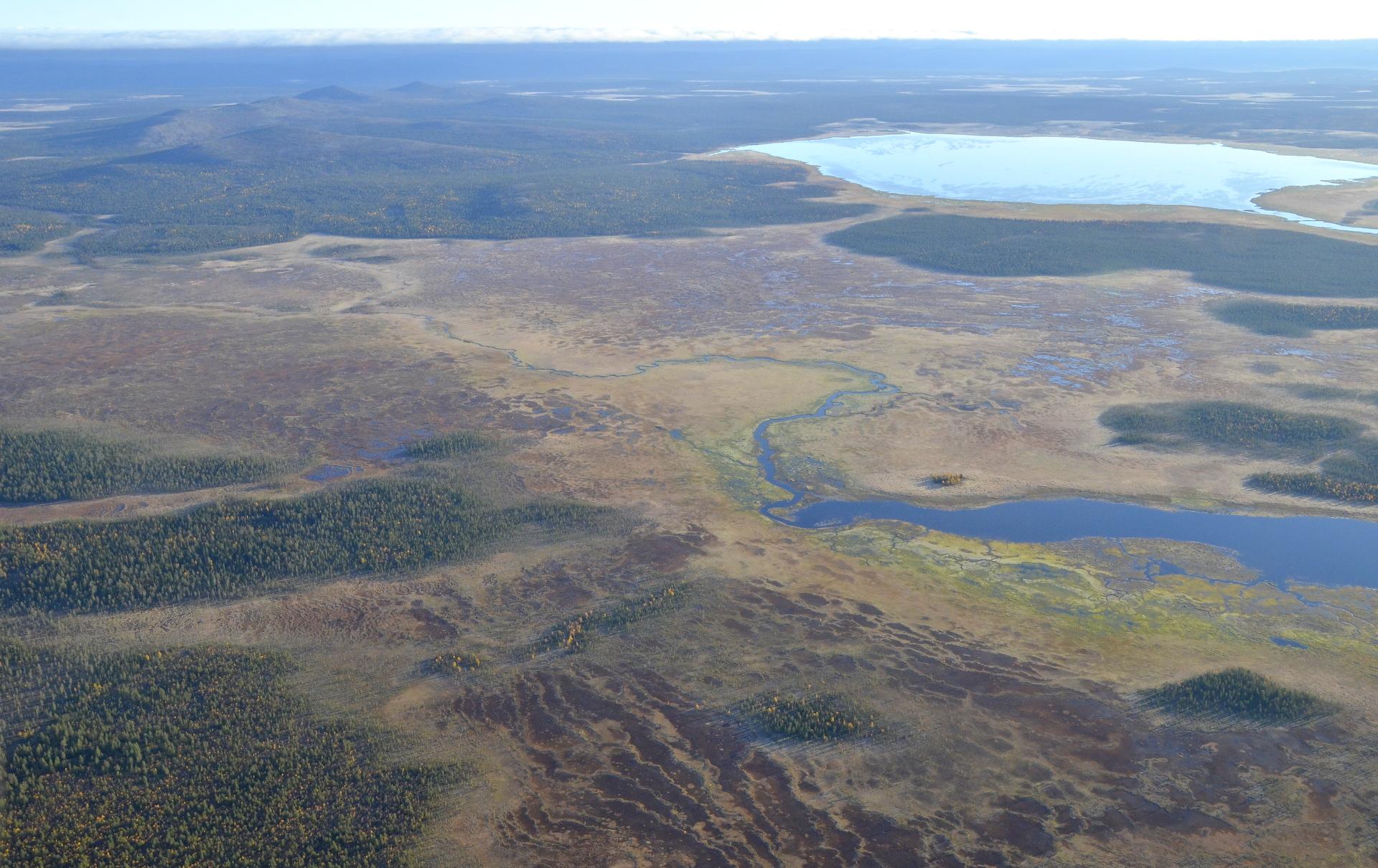 Oikealla Sompiojärvi.