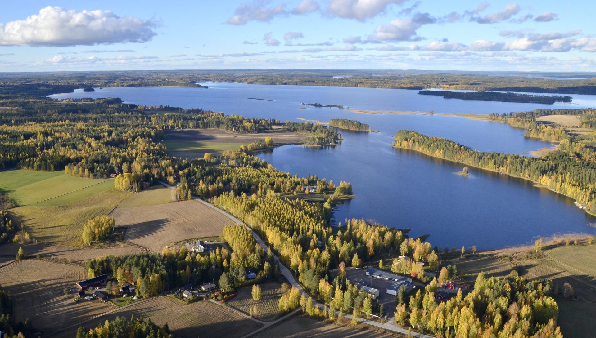 Toinen lento 7.10 suuntautui Lannevedelle jossa suunnistetaan vuoden 2020 Suomenmestaruuksista. Taustalla Summasjärvi.