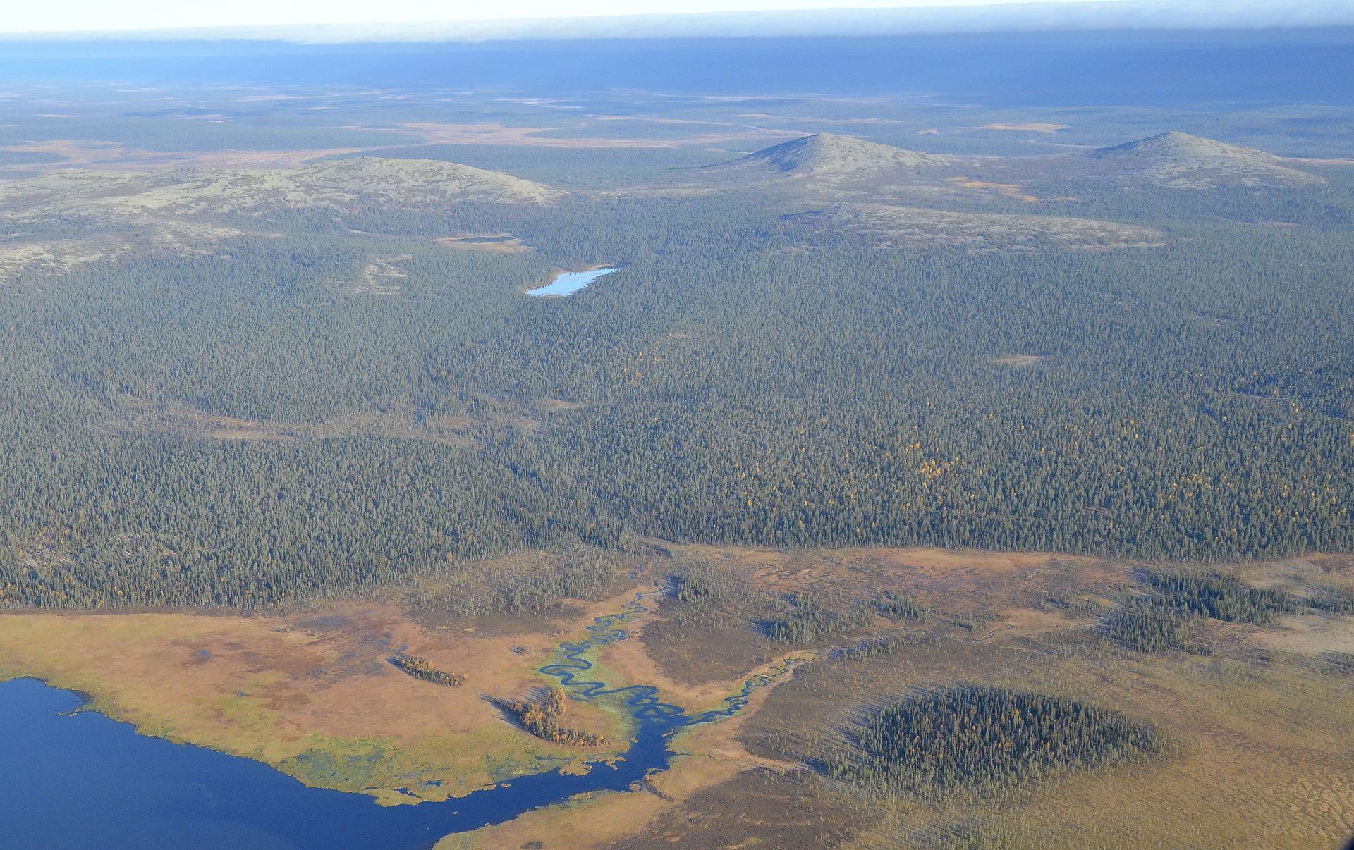 Nattasten kainalossa Hietajärvet. Kuvassa alempana Sompiojärvi.