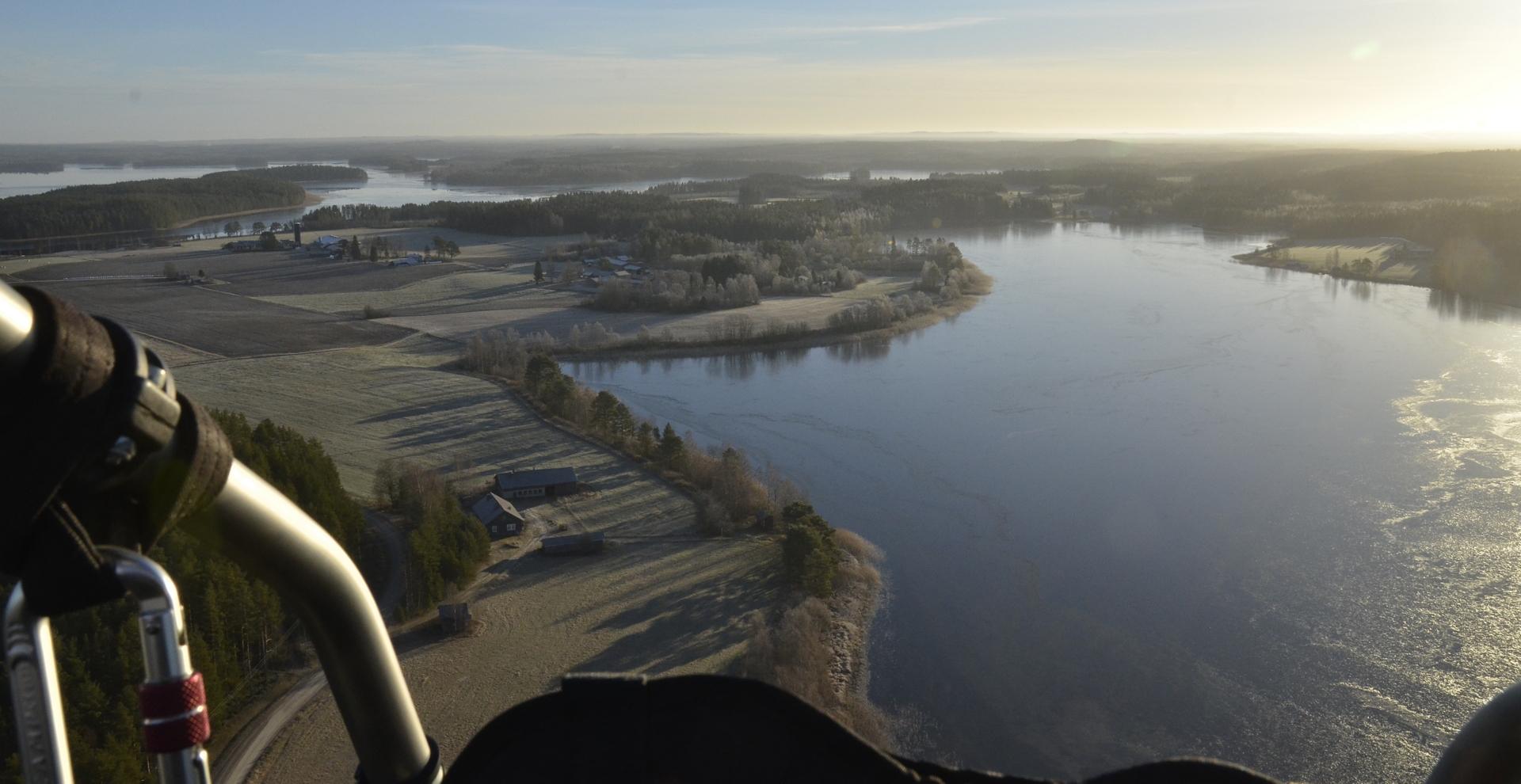 Tämä lento oli 19.11.2018 kun jäitäkin oli jo tullut järviin. Tavoitteena nyt käydä Viitasaaren kirkolla ja tutkailla jäätilannetta. Startti taas Pasalasta.
