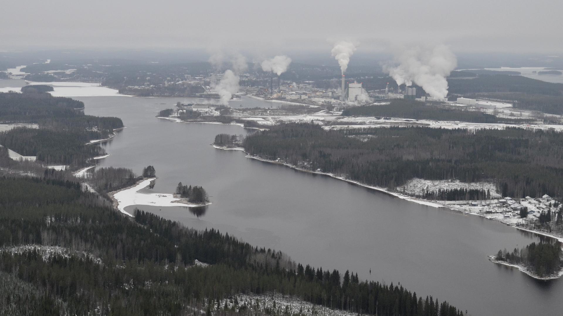 Lennolla 13.12.2018 oli Äänekoskella pilvikatto ja valo vähissä.