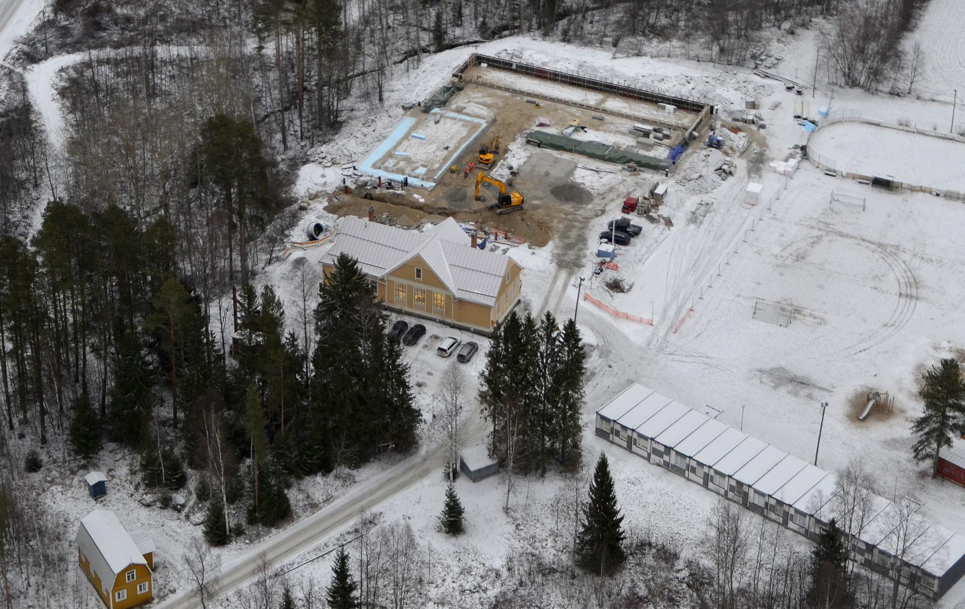 Sittenpä ollaankin jo Koiviston koulun rakennustyömaalla.