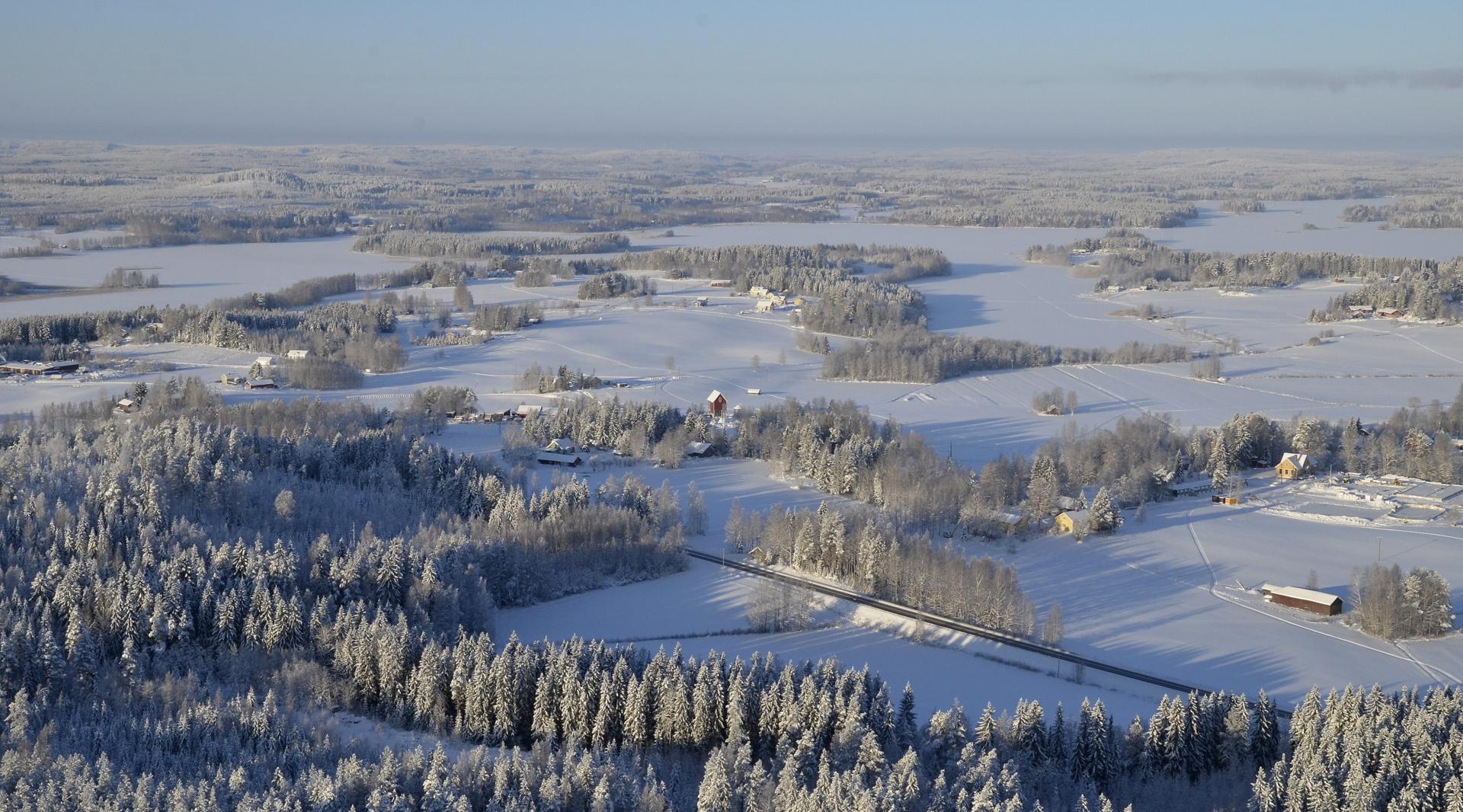 Heti avautuu Koivistonkylän peltomaisemat.